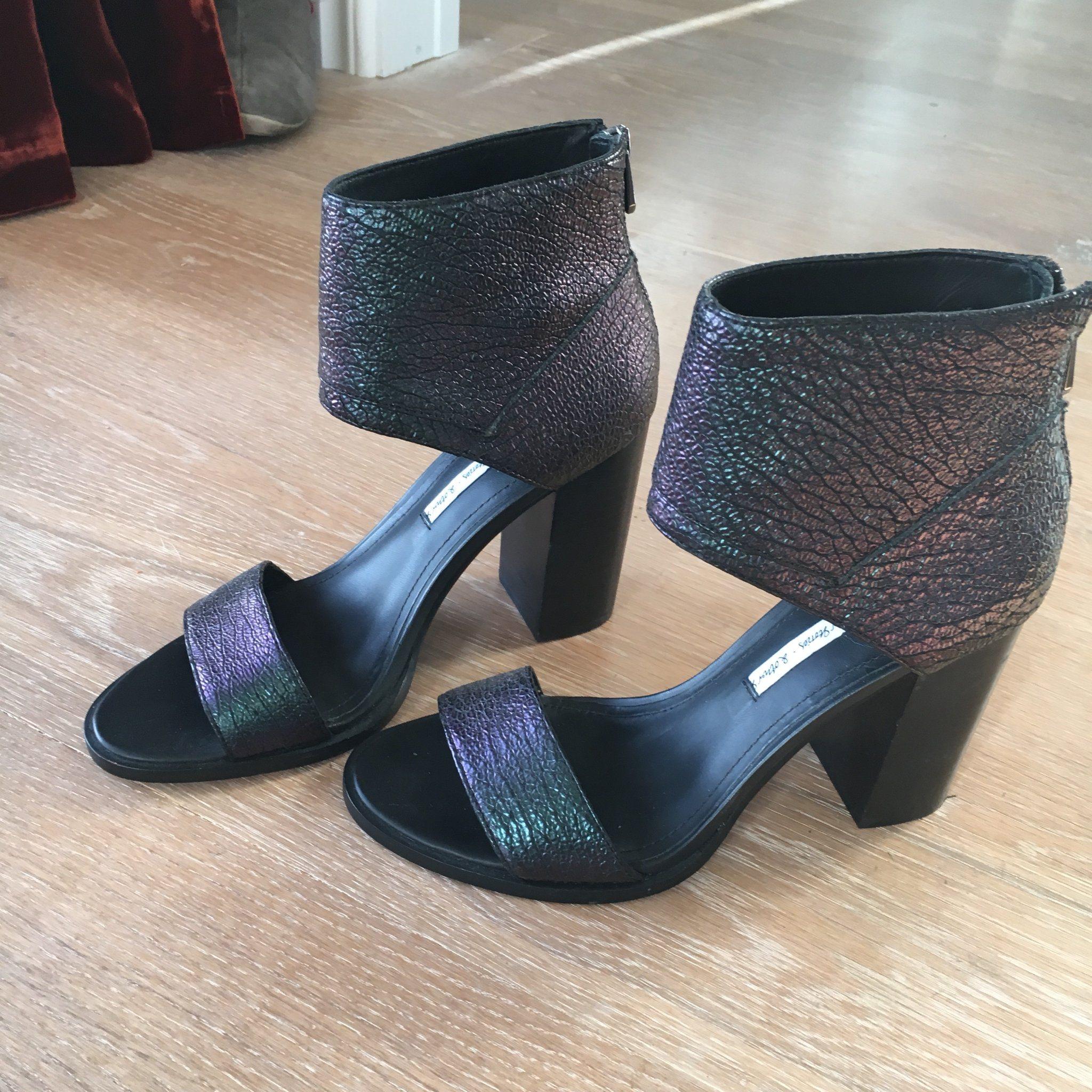 coola högklackade skor