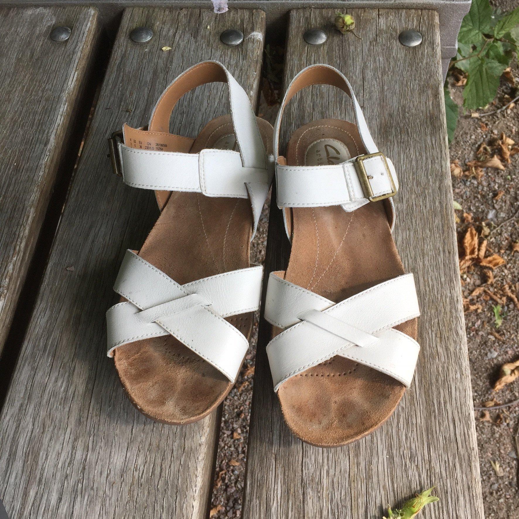reducerat pris toppmode beställa clarks vita sandaler