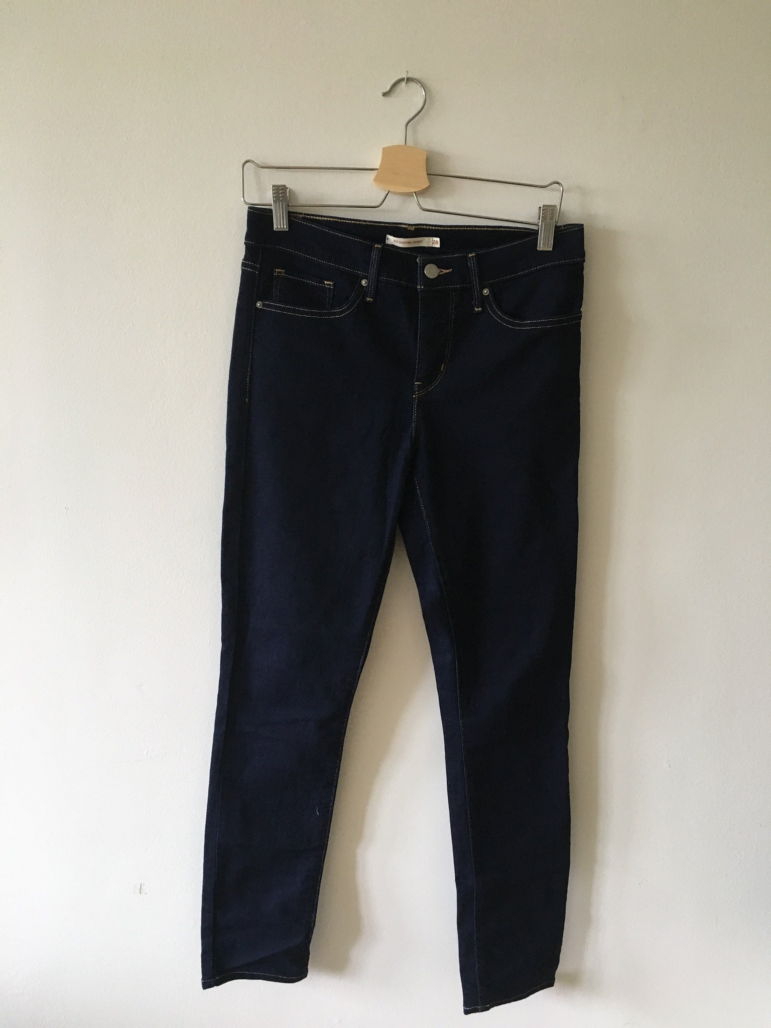 b958e675ee6 NYA&OANVÄNDA shaping Levi jeans stl 28/32 (352247264) ᐈ Köp på Tradera