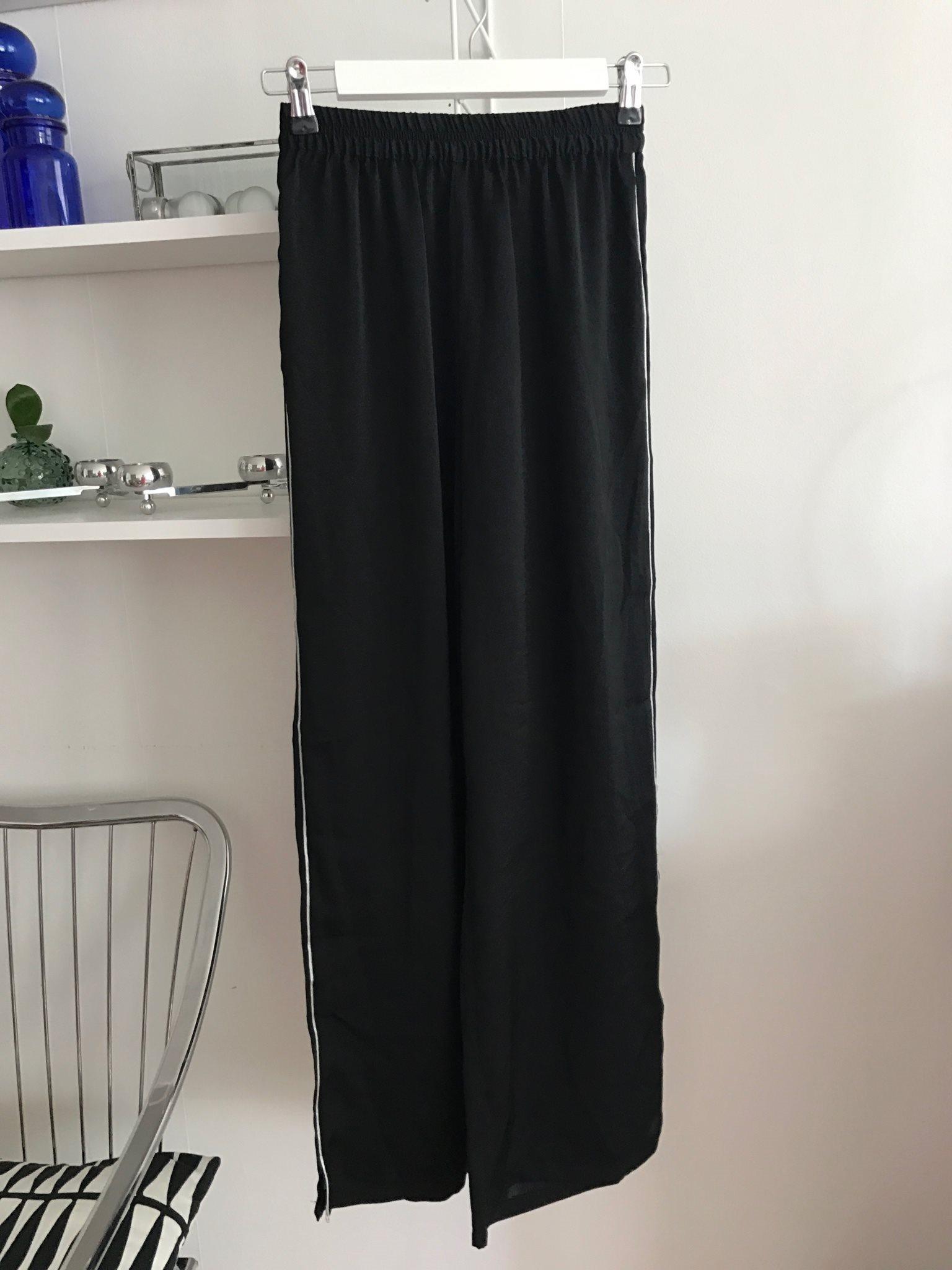 tunna svarta byxor