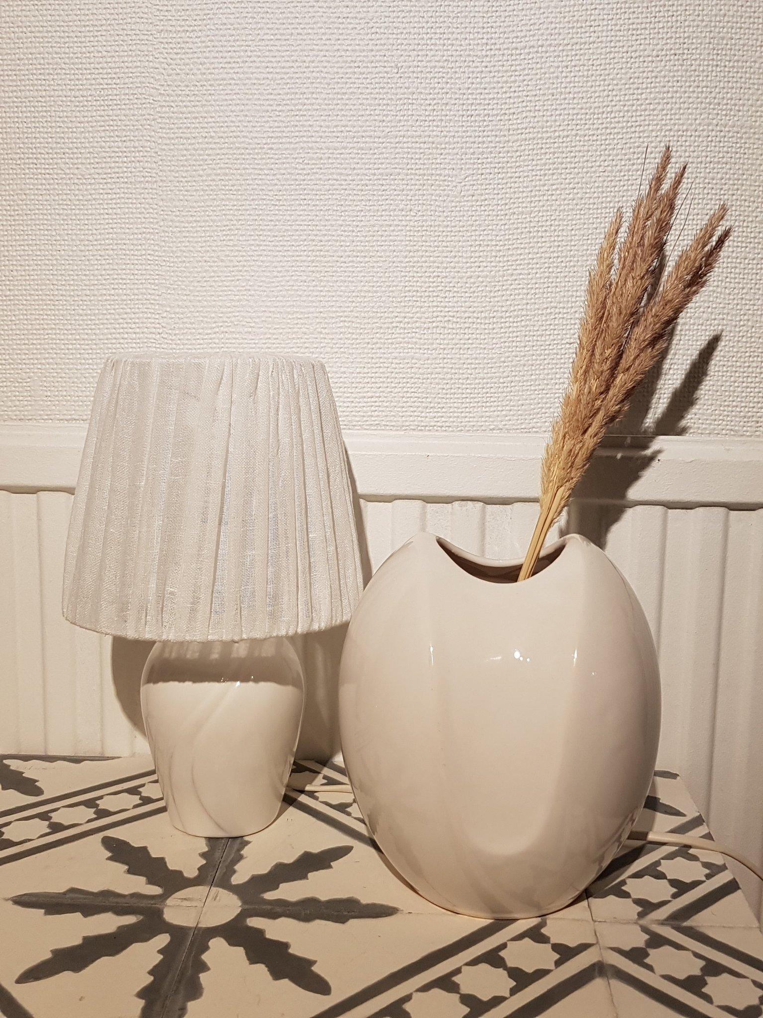 Retro, vintage vas och lampa, bordslampa, östtysk, porslin, inredning 8090 tal