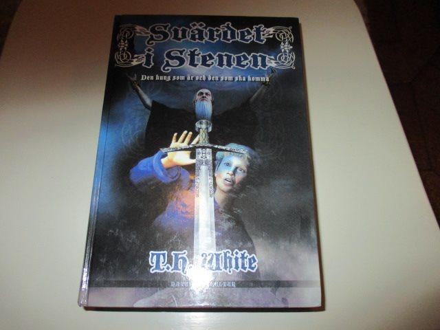 T T T H Vit - Svärdet i Stenen Den kung som är och den som ska 672fc0