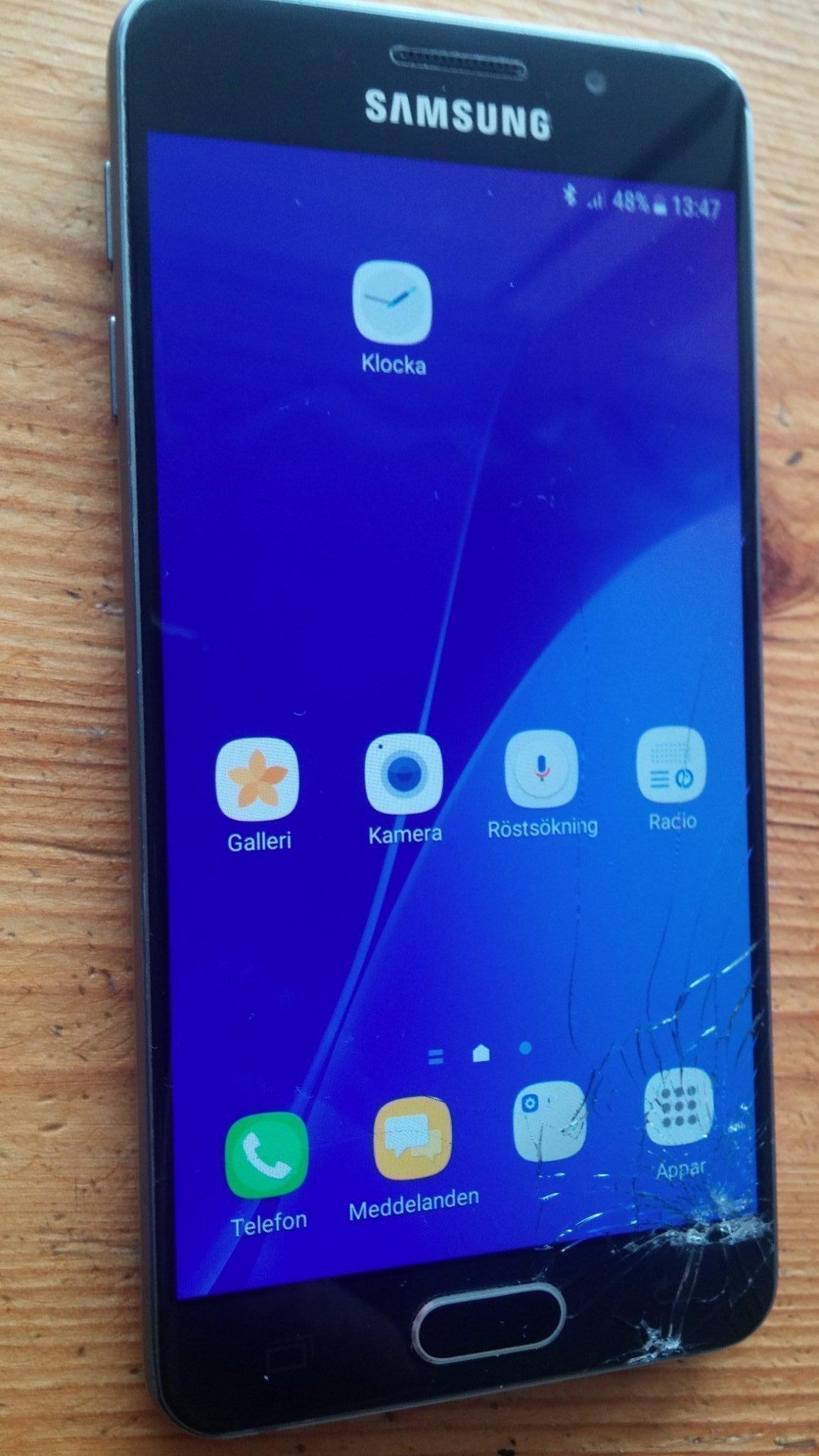 Samsung Galaxy A3 med laddare och headset Olåst!