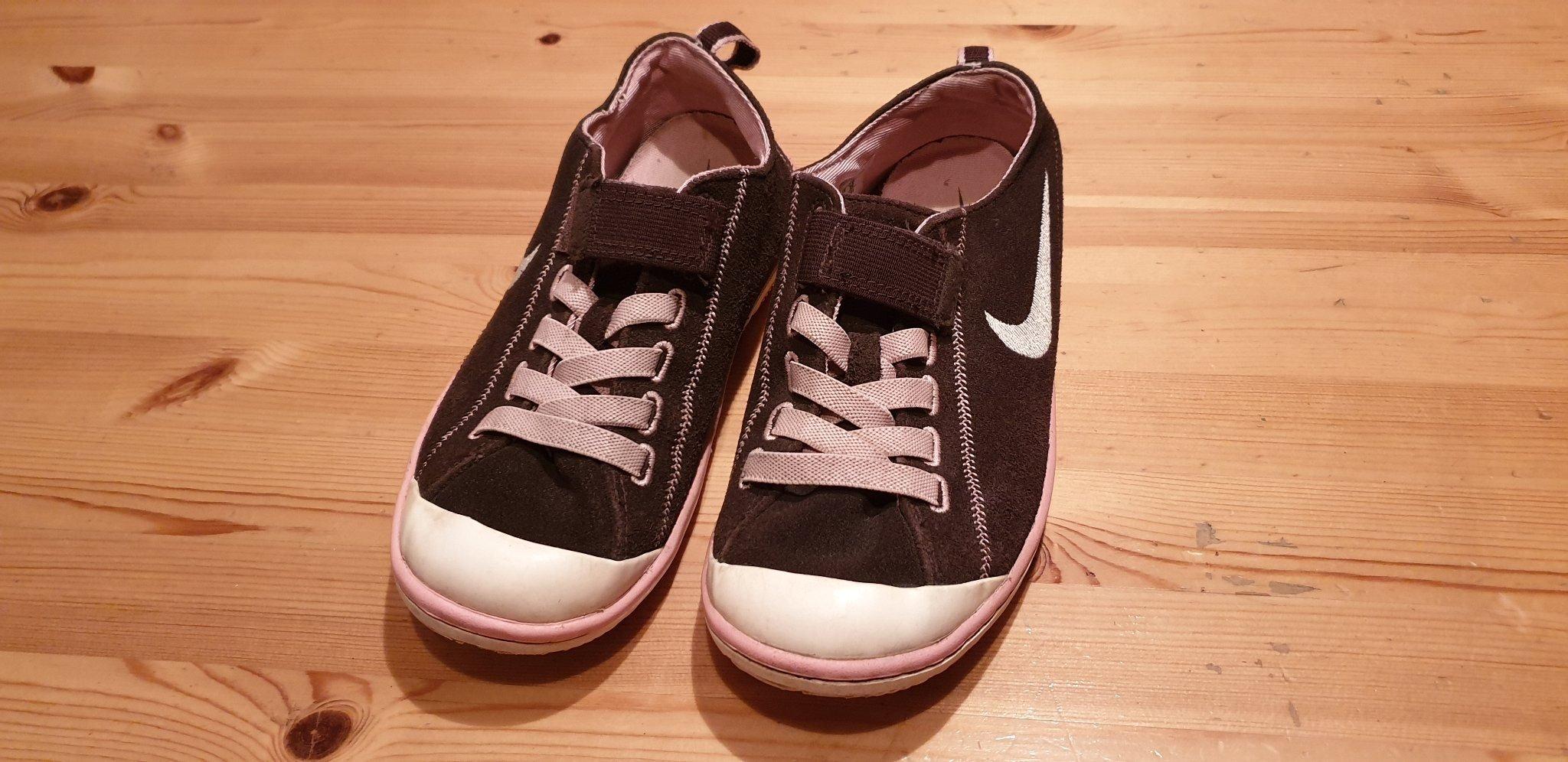 den bästa attityden väldigt billigt kvalitetsprodukter Bruna sneakers från Nike, storlek 35 (347487023) ᐈ Köp på Tradera