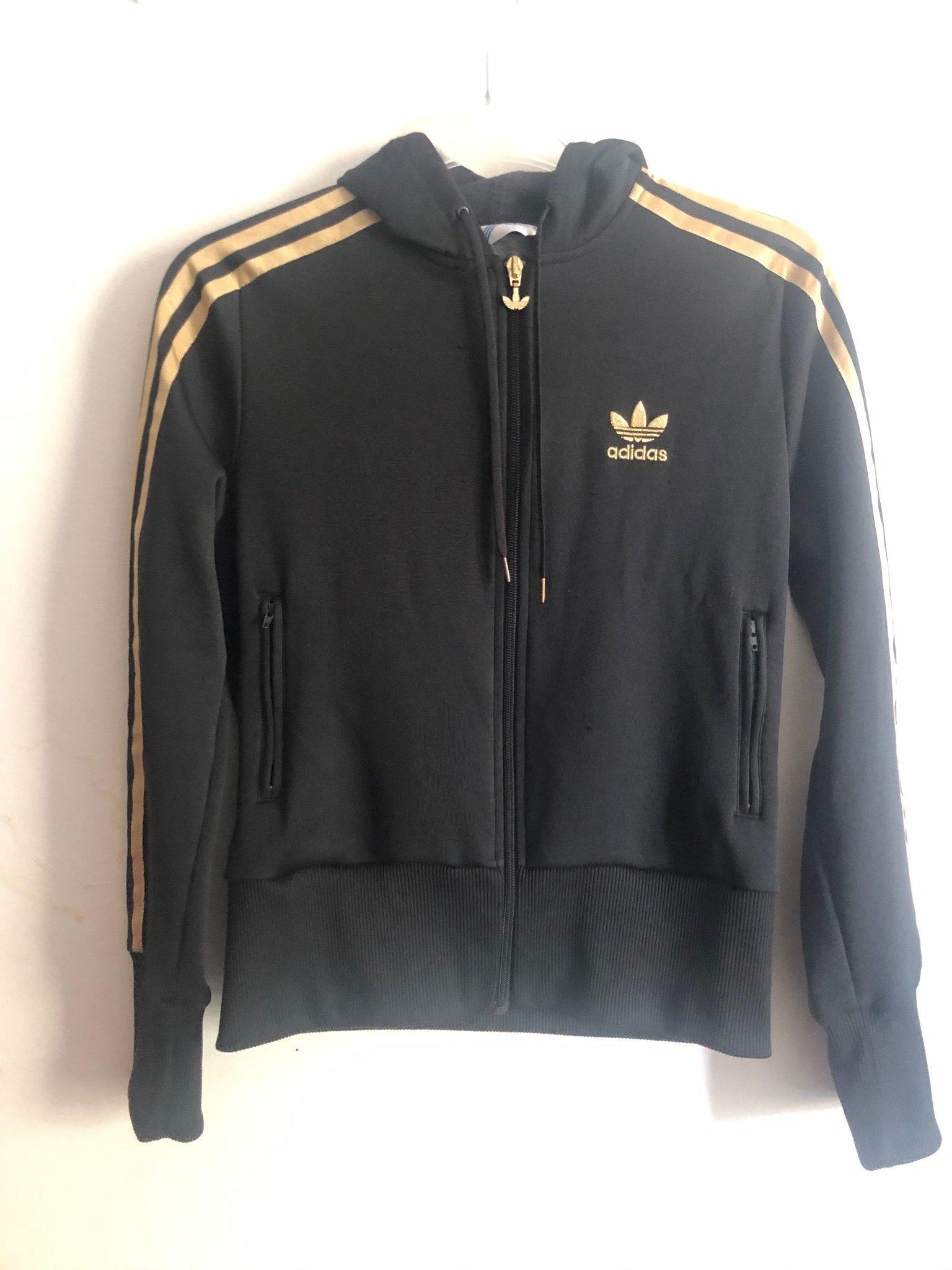 Vintage Adidas jacka svart med gulddetaljer strl 40 (38)