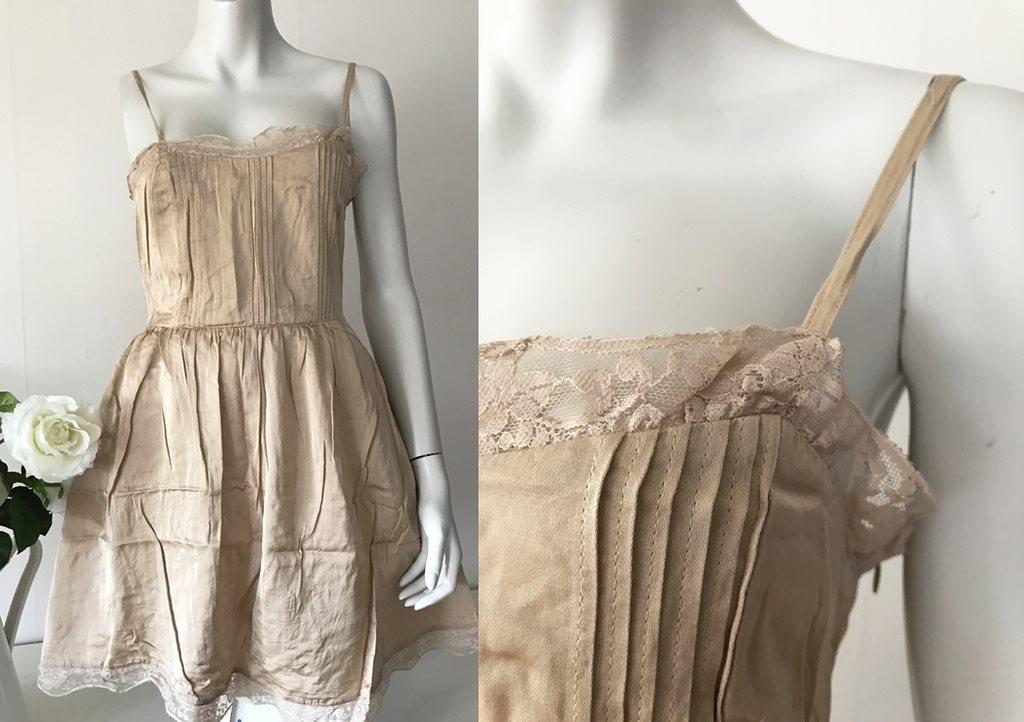 beige klänning spets