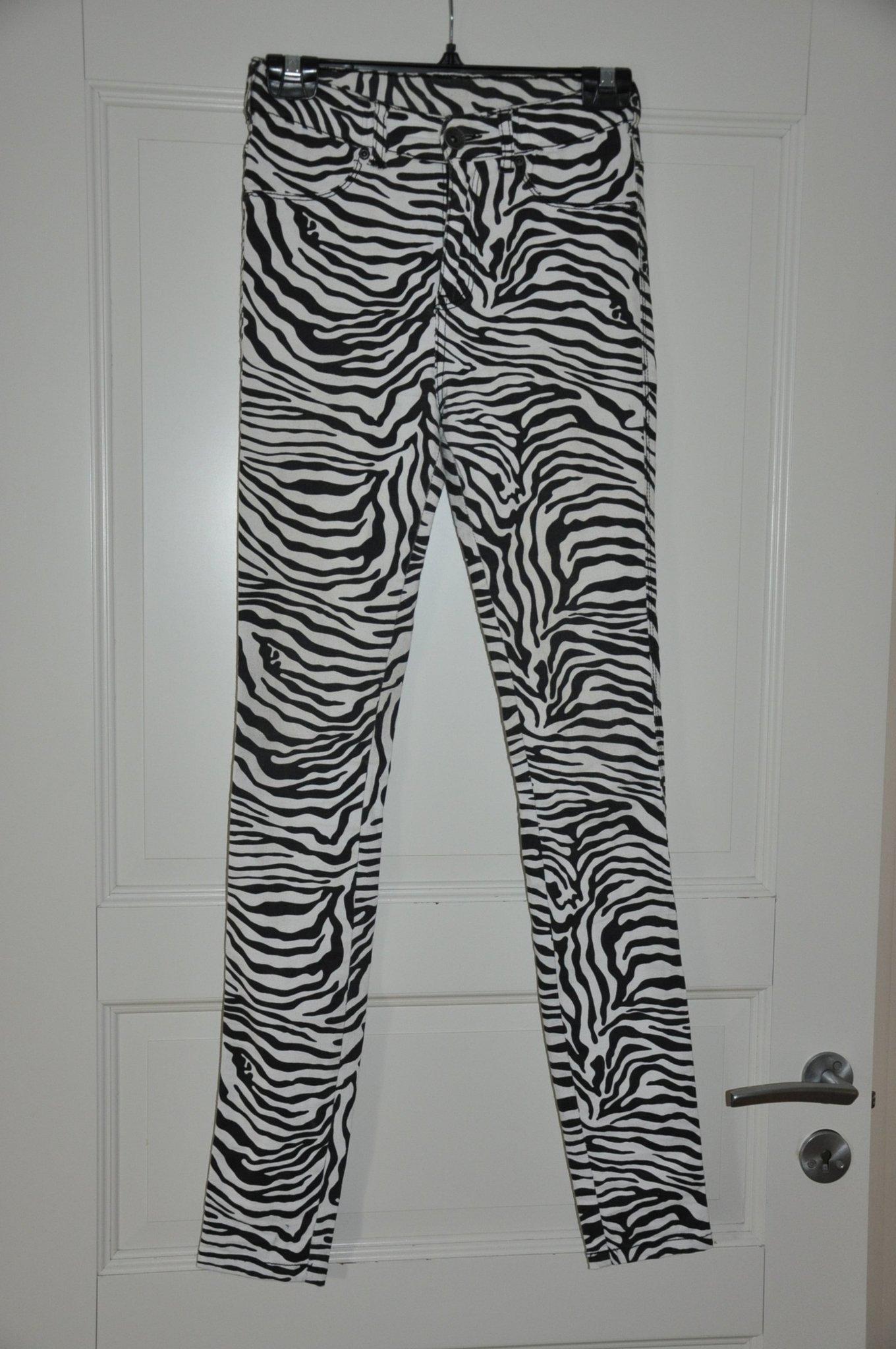 Zebramönstrade byxor. DrDenim jeansmakers storl.. (379834860