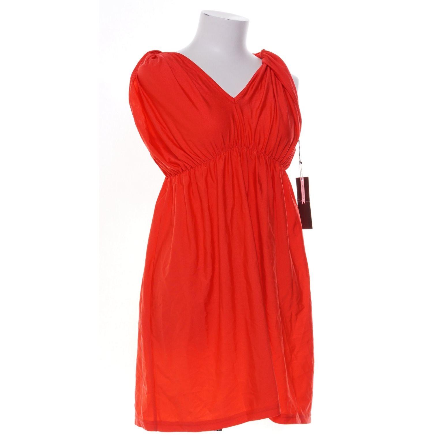ida sjöstedt röd klänning