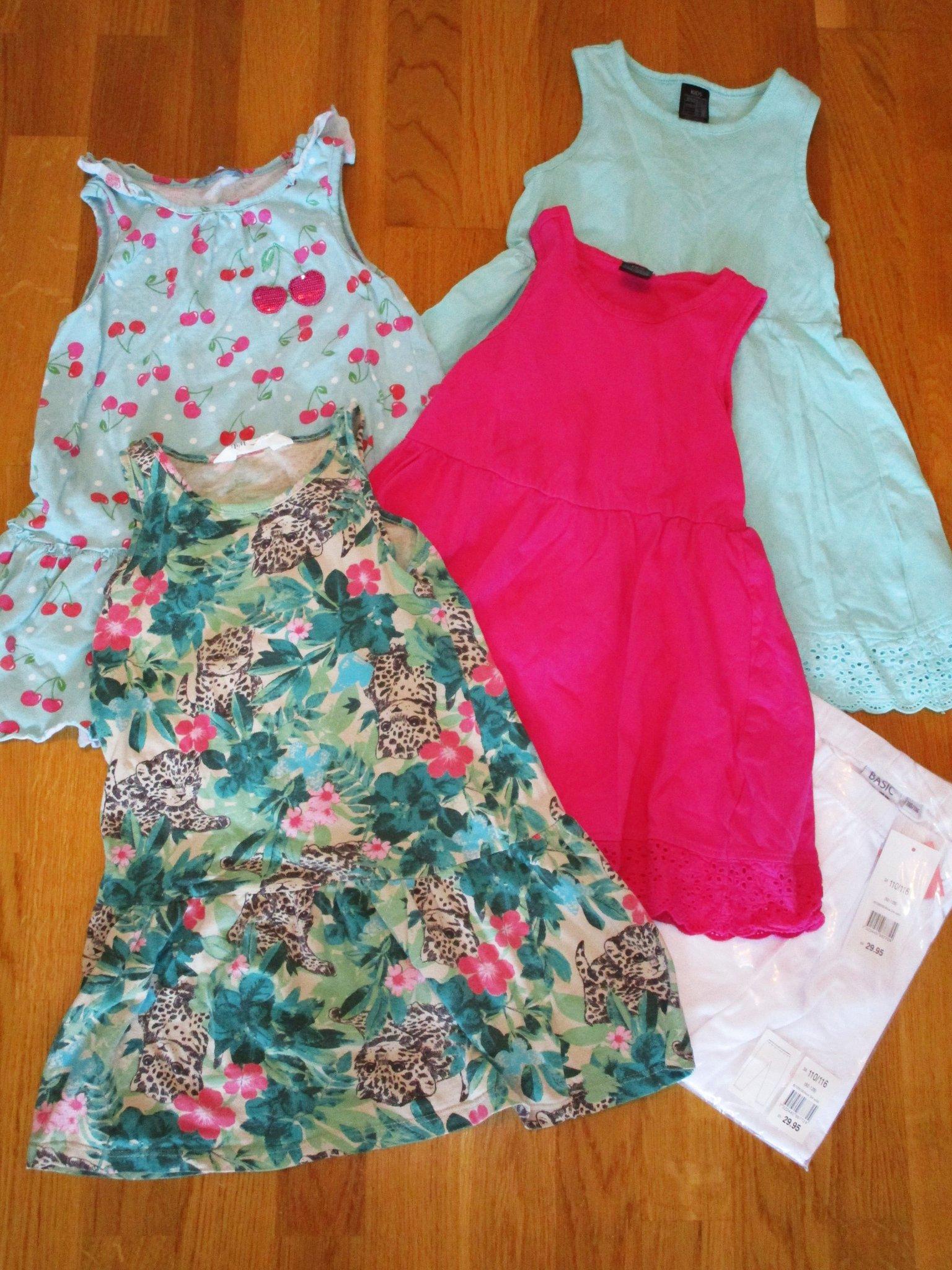 1d8ce4ee37f Fint klädpaket med fyra klänningar och ett par .. (352781001) ᐈ Köp ...