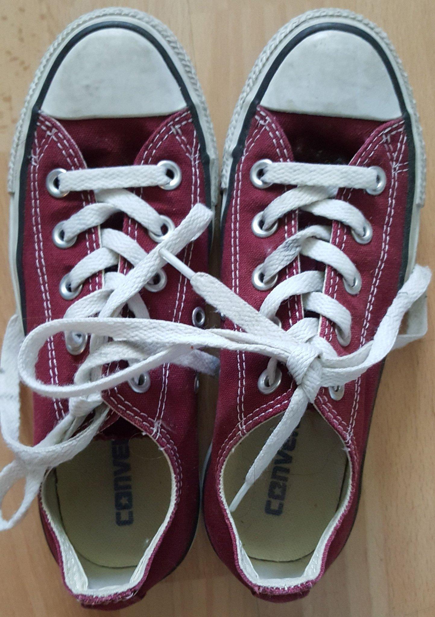 2921c97813a Vinröda Converse skor stl 35 (352992320) ᐈ Köp på Tradera