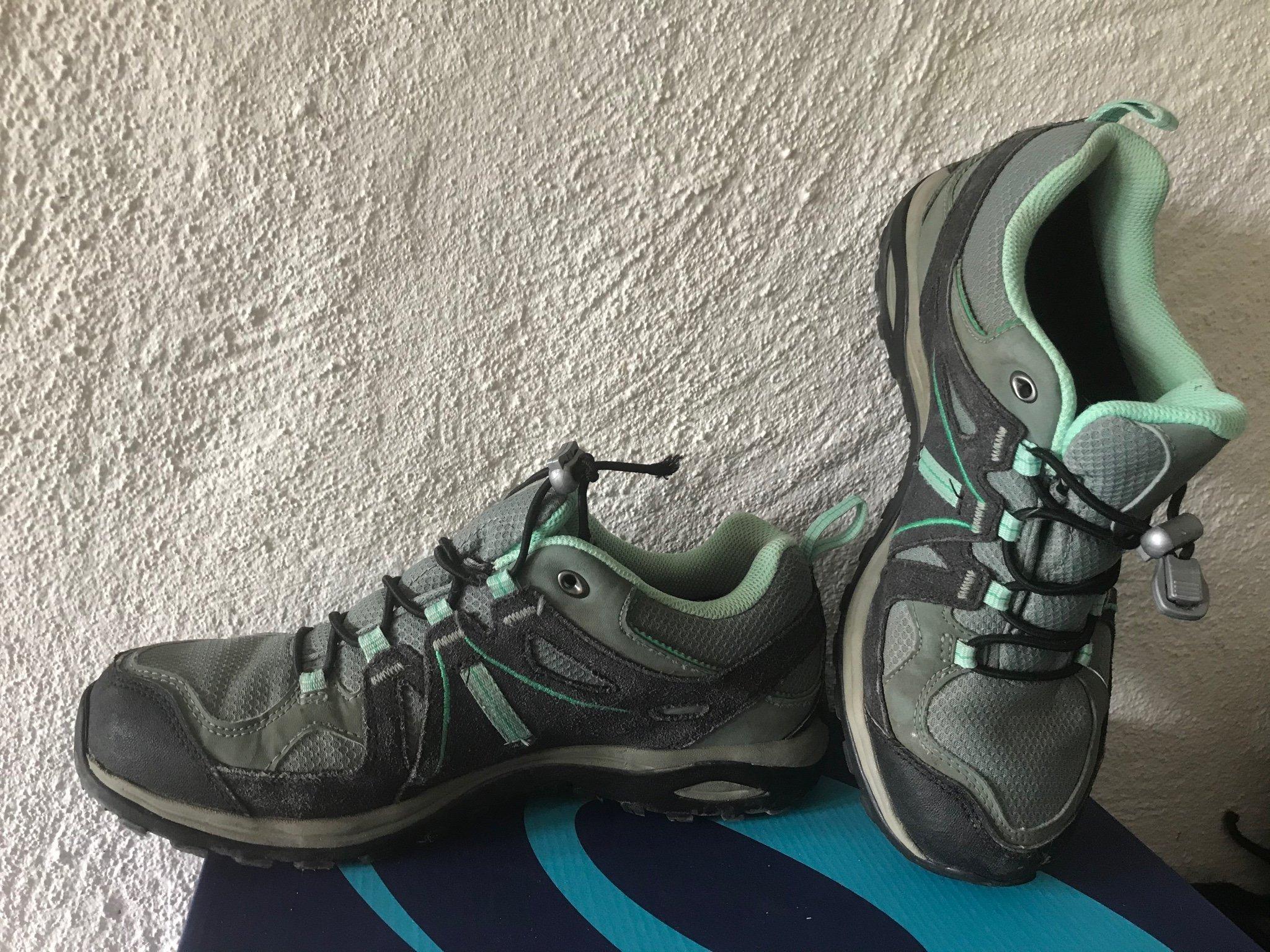 Fina Salomon skor i storlek 39 13