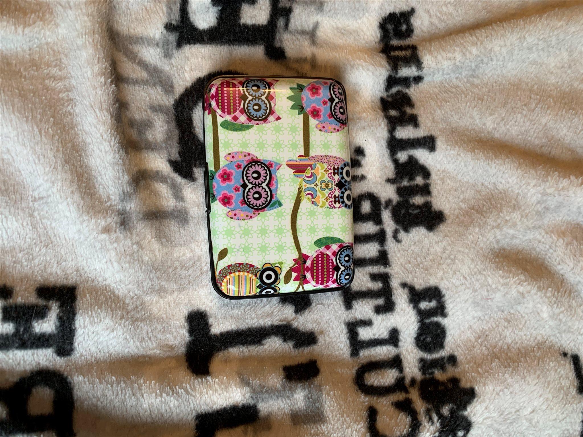 kreditkorts hållare med ett sött ugglemönster på (339919850) ᐈ Köp ... 9cb1f774b6901