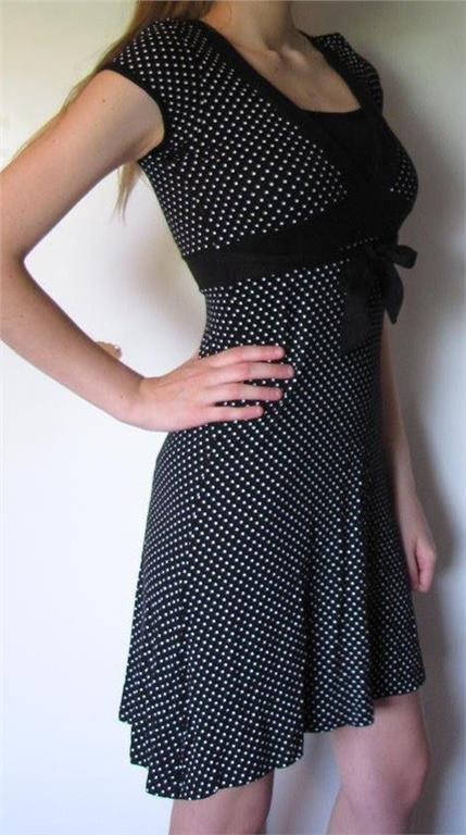 b3e1c8014db6 Snygg svart vit prickig lång klänning polka dot XS S 34 36 Kappahl somrig  fest
