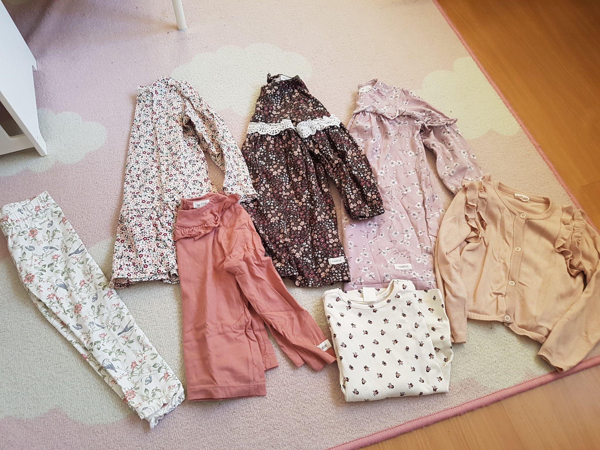 Säljes Klänning med matchande leggings HM storlek 98 104