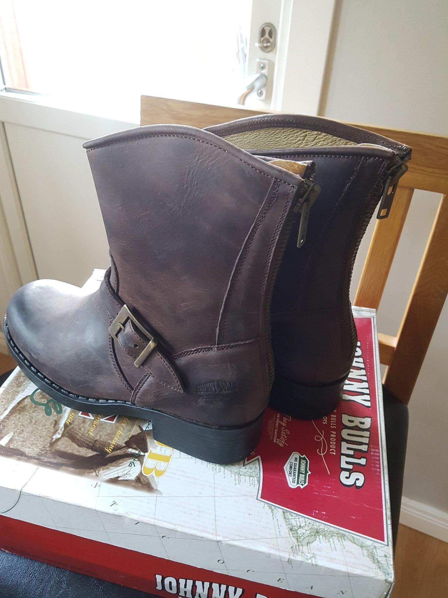 HELT NYA!! Tuffa bruna boots i äkta skinn 40 Johnny Bulls i orginalkartong!