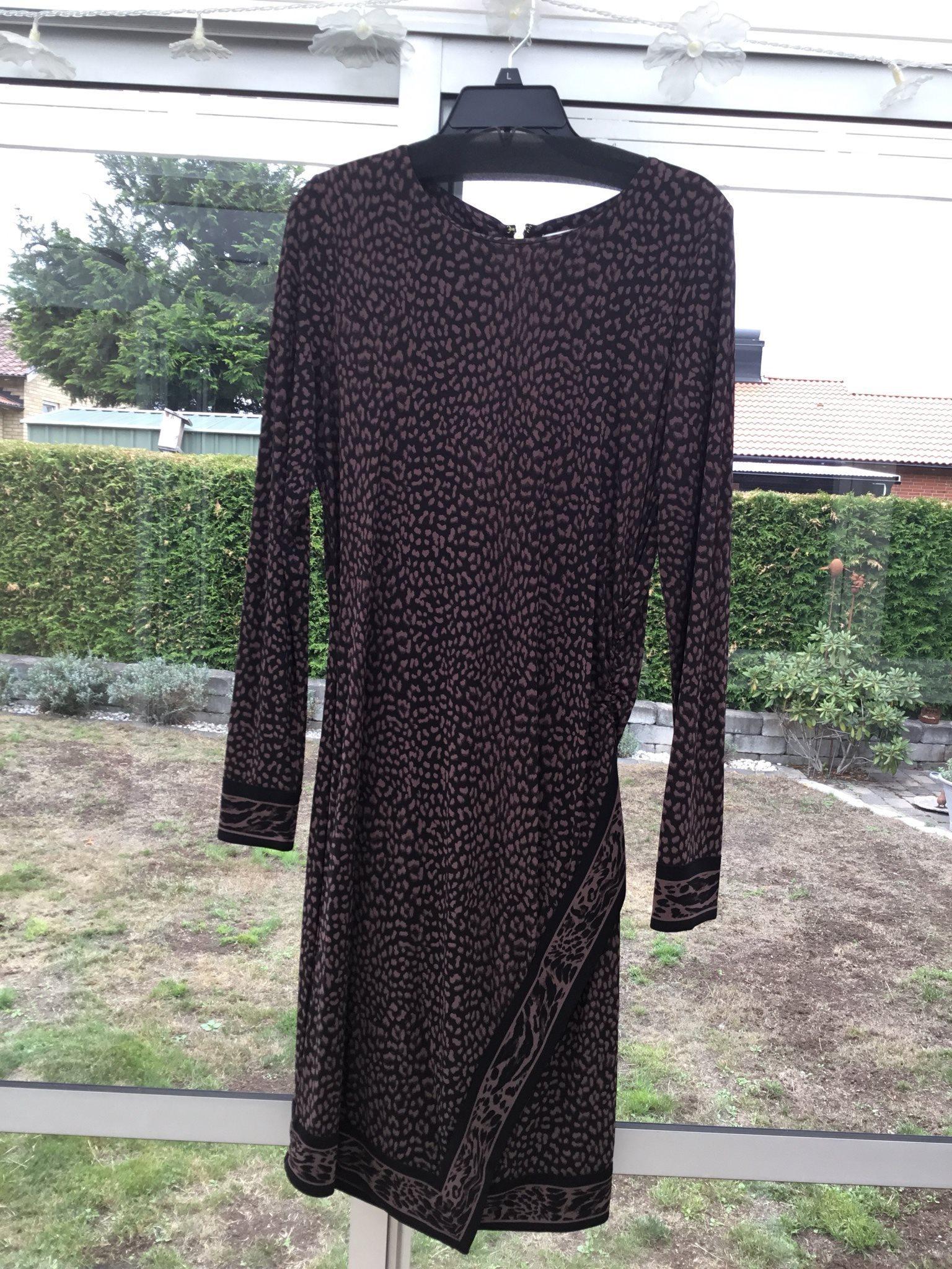 Michael Kors klänning i st L (338490350) ᐈ Köp på Tradera 9f6122377ce54
