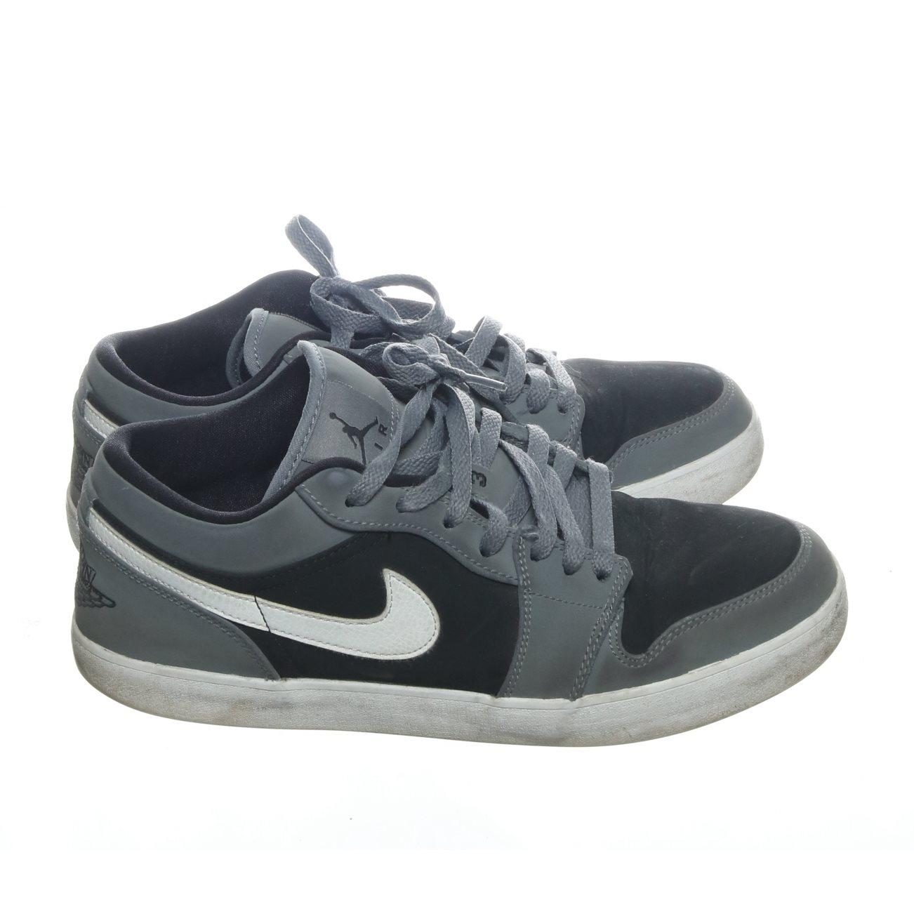 best sneakers 3a9bd 90cca Nike Air Jordan, Sneakers, Strl  44.5, Svart Grå