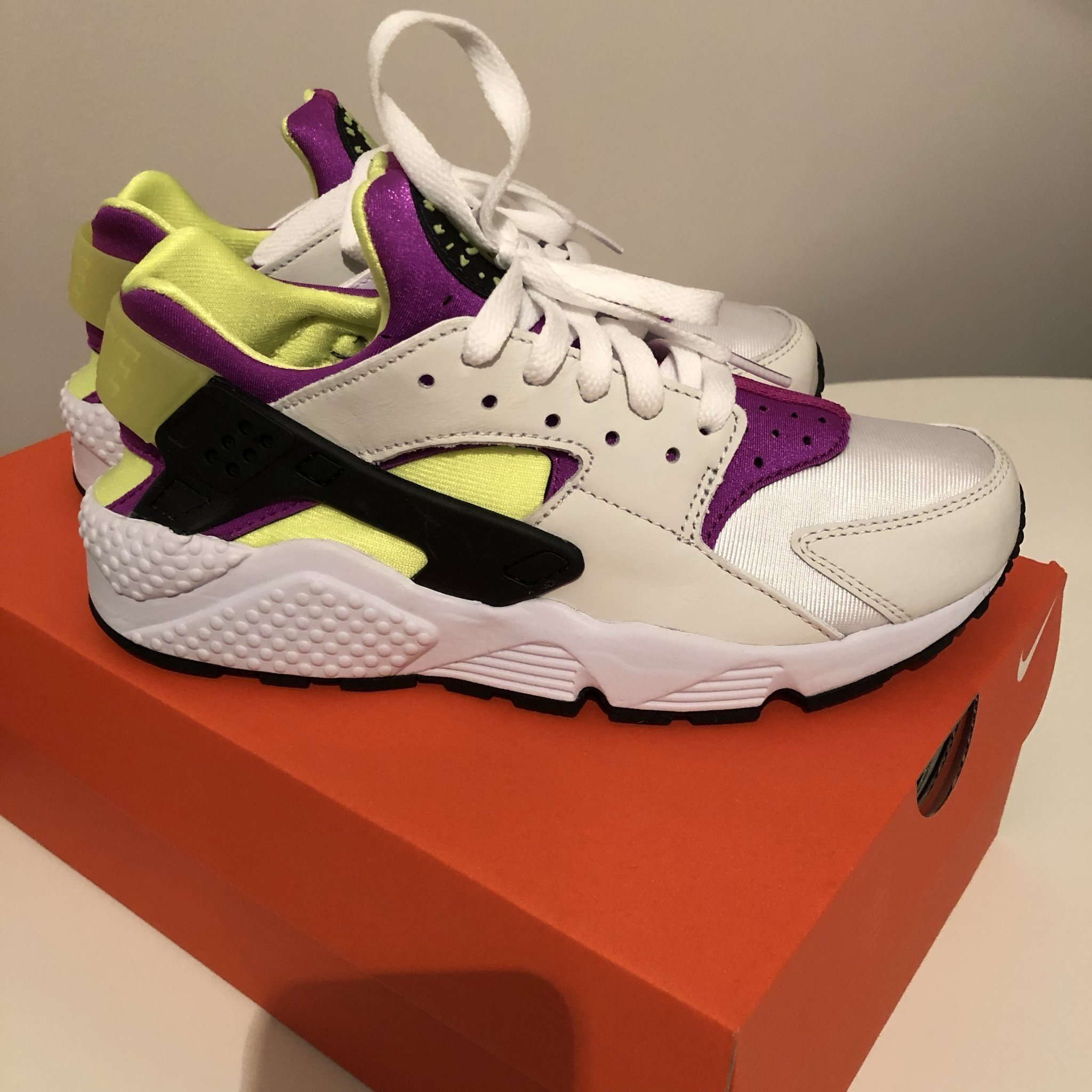 new style b0da6 a657a Nike Huarache 38,5 Nya i kartong! (350645422) ᐈ Köp på Tradera
