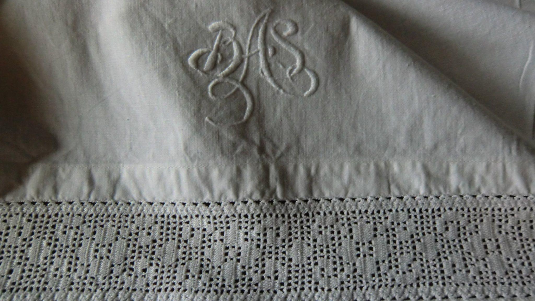 2 äldre fina lakan med spets och monogram i nys.. (340990871) ᐈ Köp ... 60f9f0a11a94b