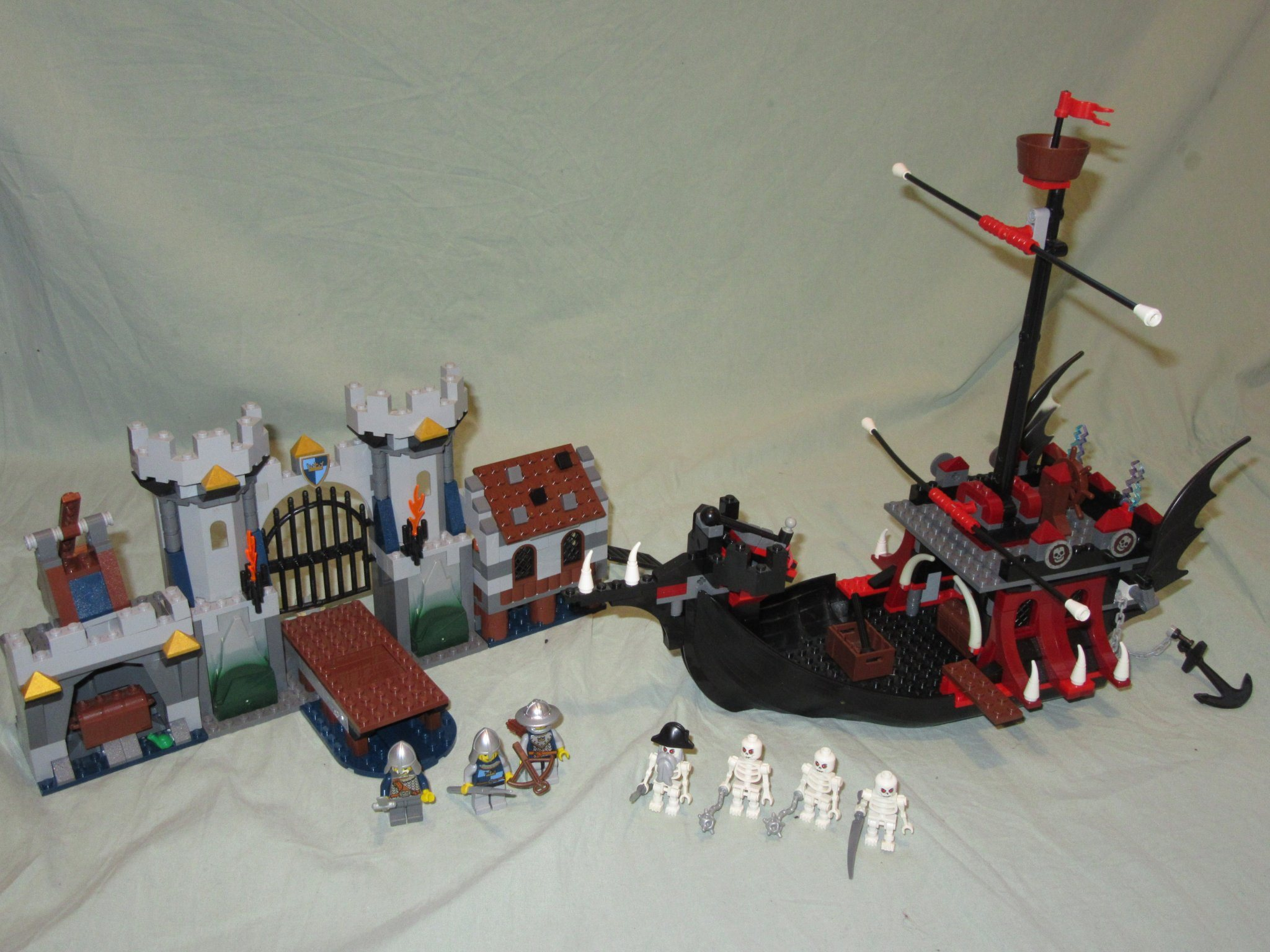 Lego Castle 7029 Skeleton ship attack
