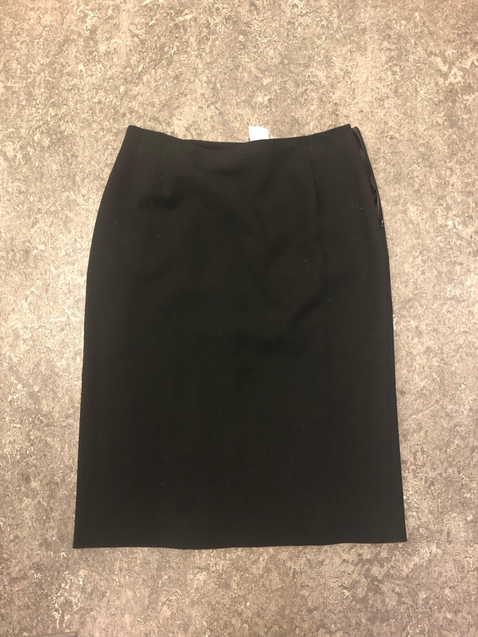 svart snäv kjol