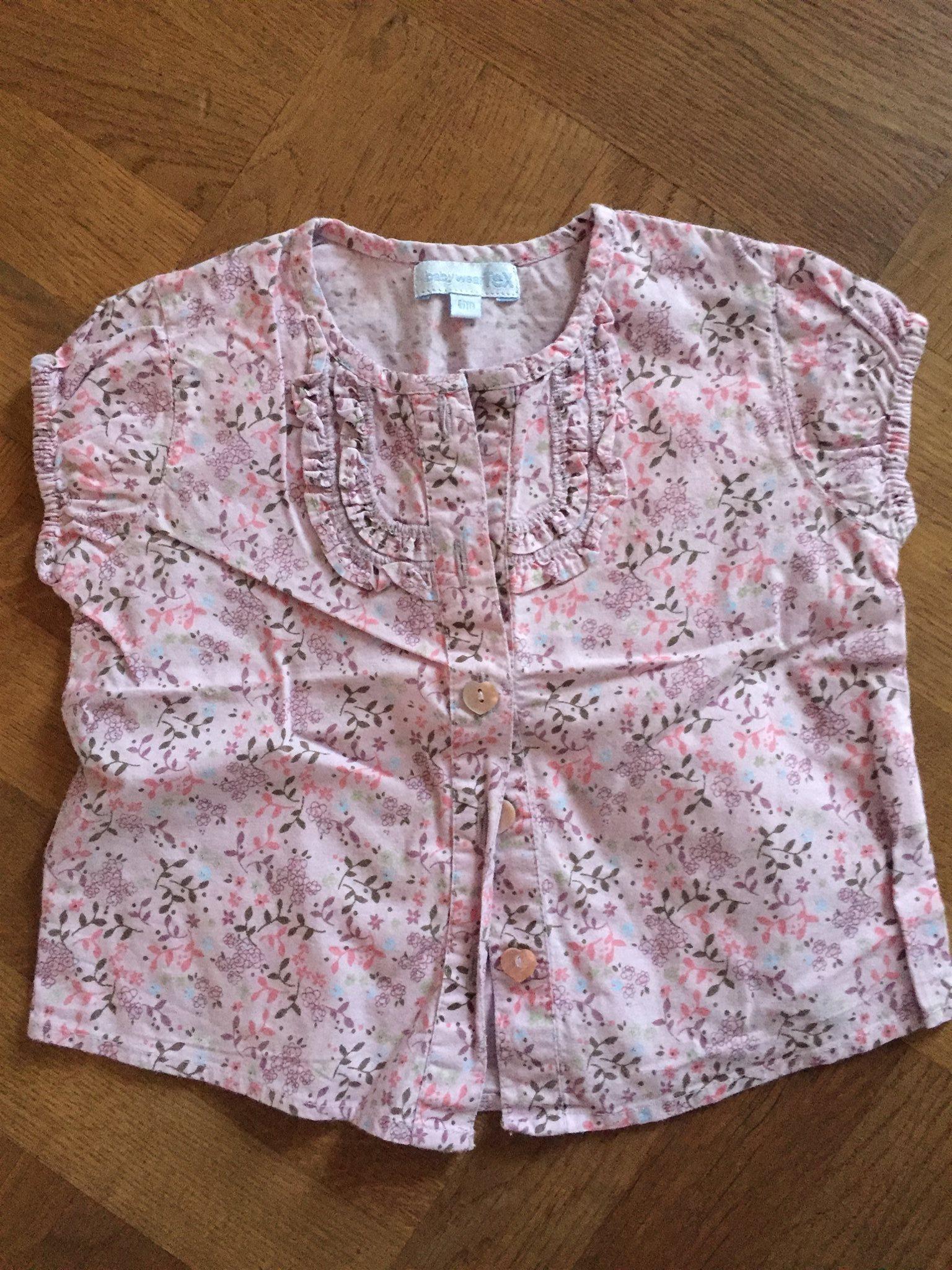 bf44a93d0779 Rosa blommig topp, storlek 6 månader (355595027) ᐈ Köp på Tradera