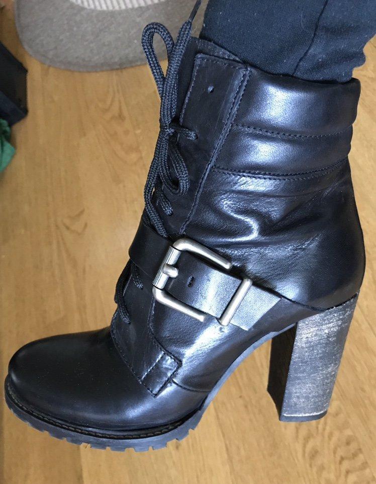 Snygga stövletter skor svarta höga klackar tuff.. (349435494