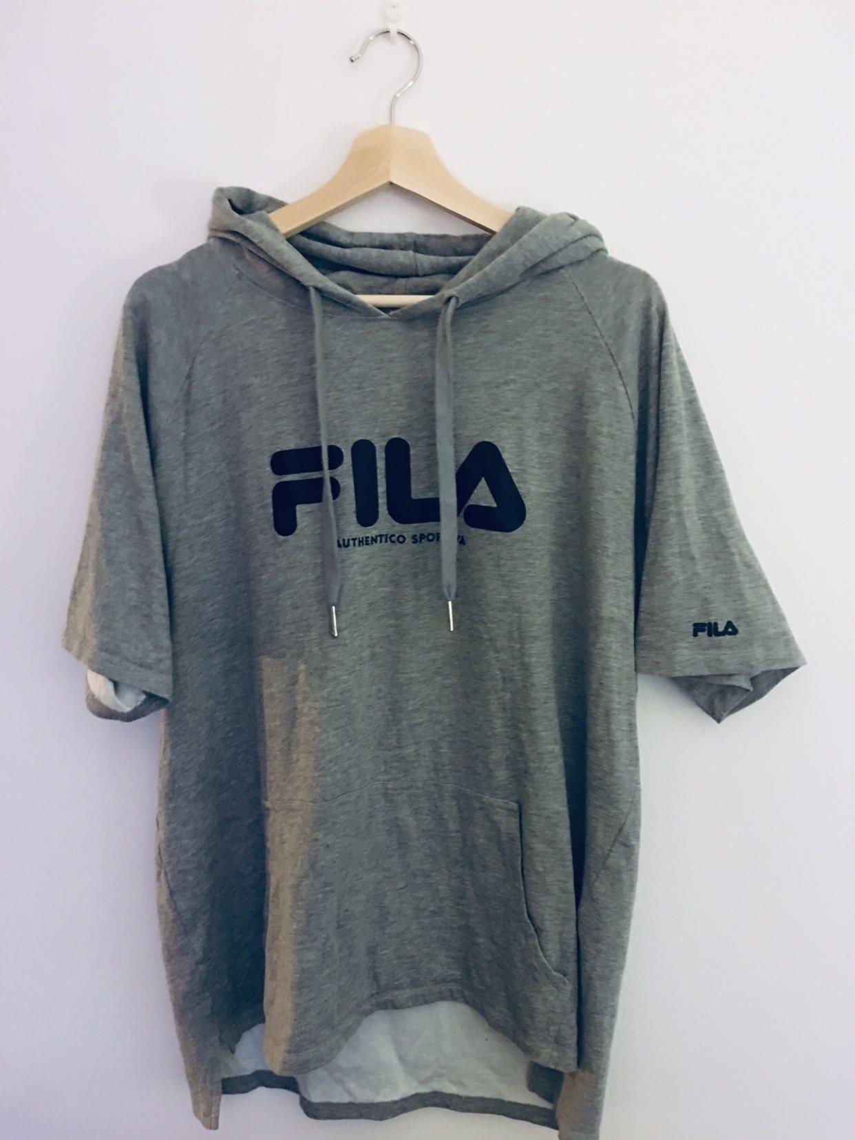 FILA - Kortärmad Kortärmad Kortärmad grå tunn hoodie - strl L 445195