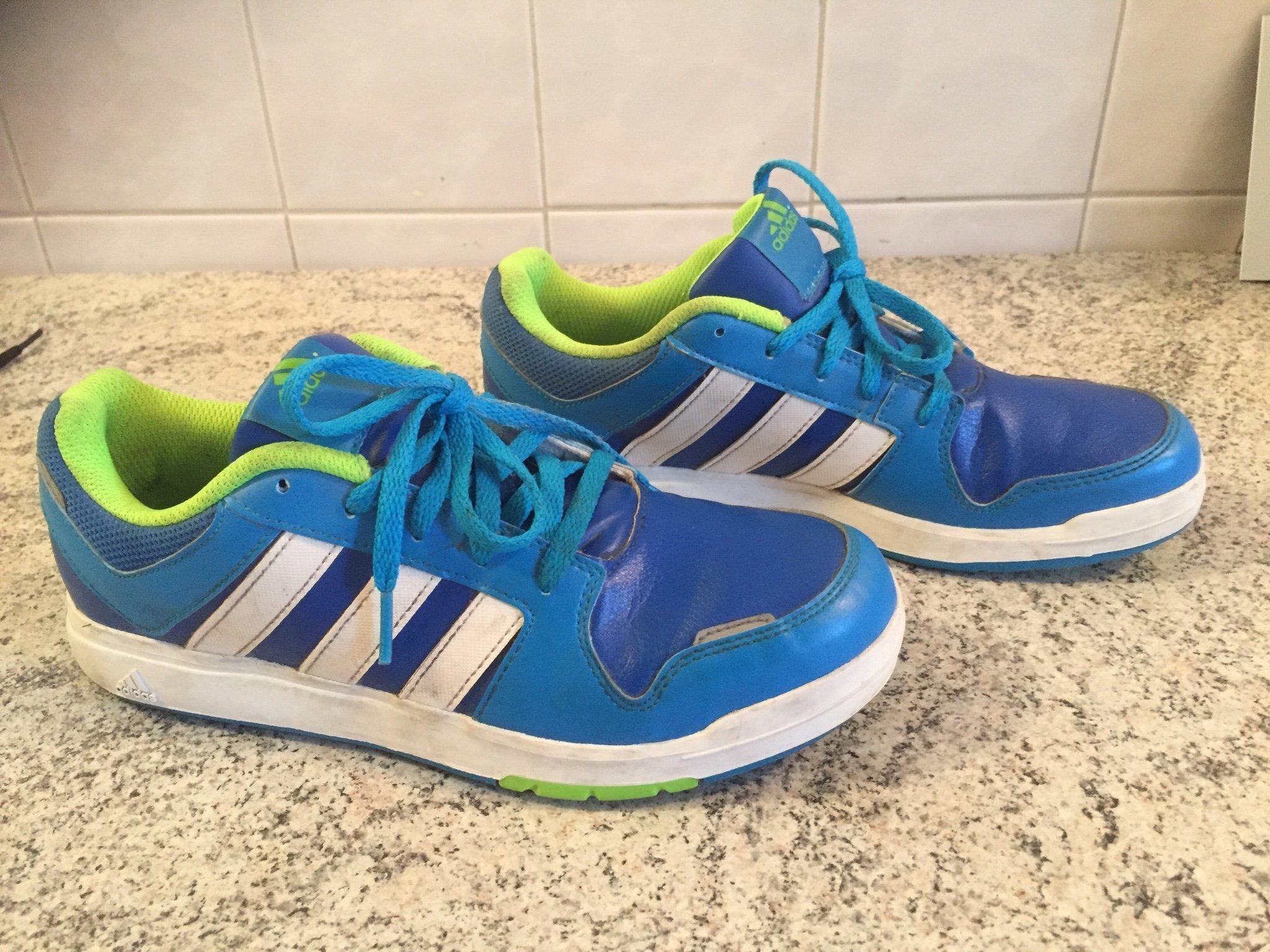 low priced f48fd 70536 Blå gympaskor från Adidas i storlek 37,5