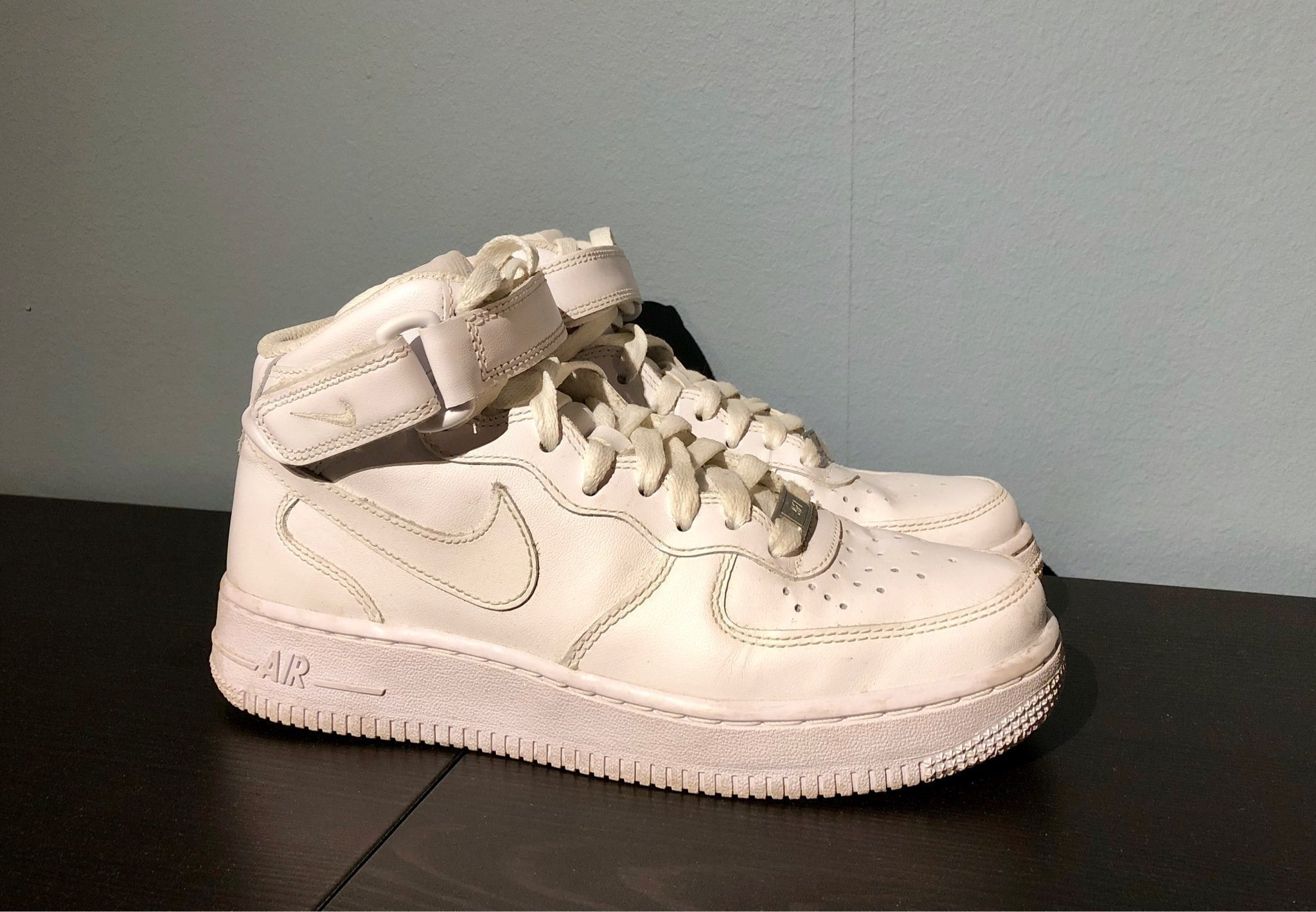 Vita Nike Air Force 1 Mid '07 strl 37,5 (348336924) </p>                     </div> 		  <!--bof Product URL --> 										<!--eof Product URL --> 					<!--bof Quantity Discounts table --> 											<!--eof Quantity Discounts table --> 				</div> 				                       			</dd> 						<dt class=