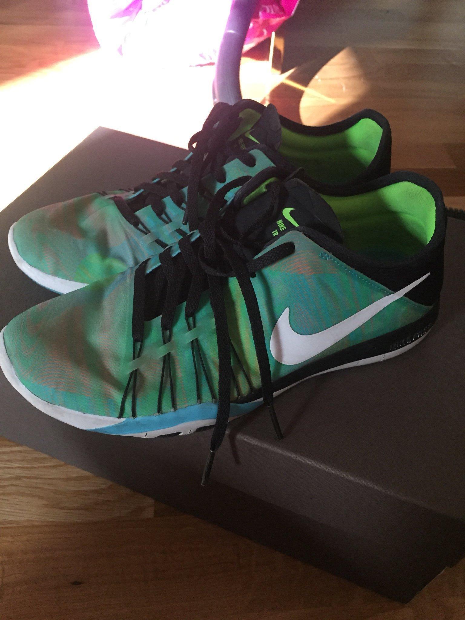 quality design beb2e d3e8e Nike träningsskor sneakers storlek US 6 1 2