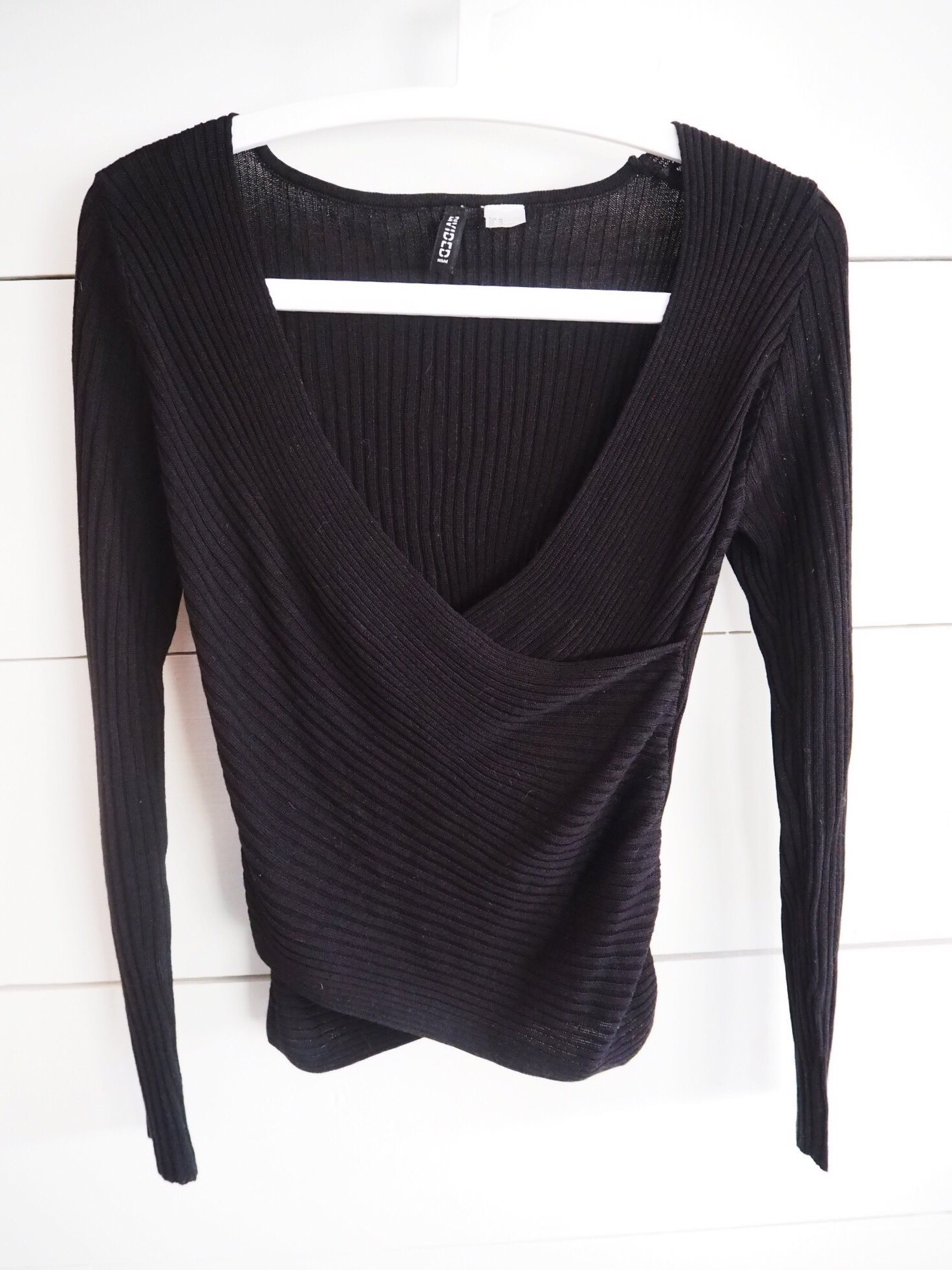 svart omlott tröja