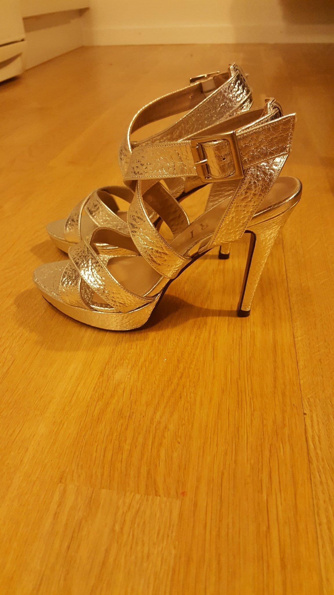99809a4059e Silvriga sandaletter i äkta läder strl 37 helt .. (349878056) ᐈ Köp ...