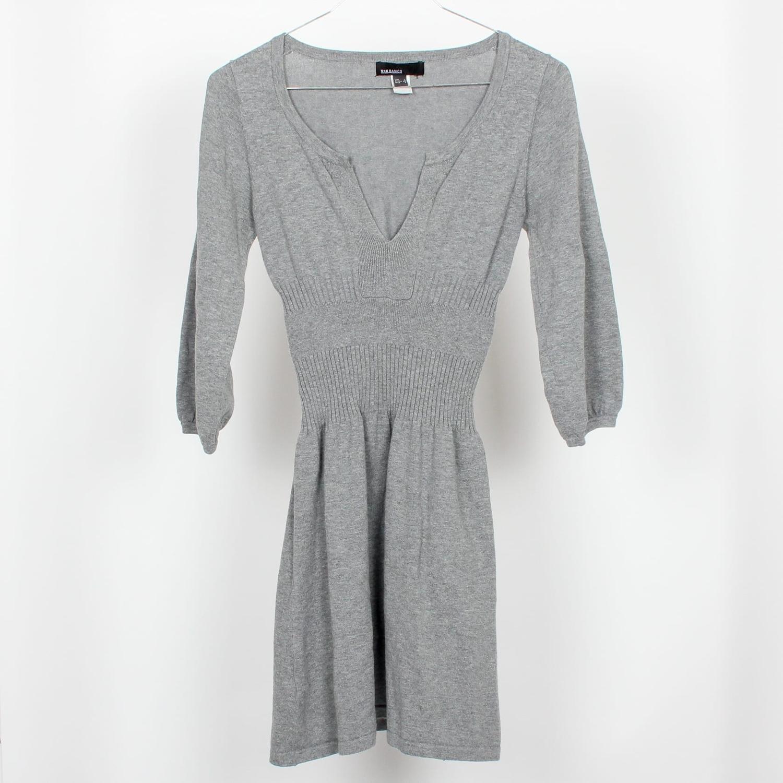 Ribbad grå klänning, strl S (398164273) ᐈ Yaytrade på Tradera