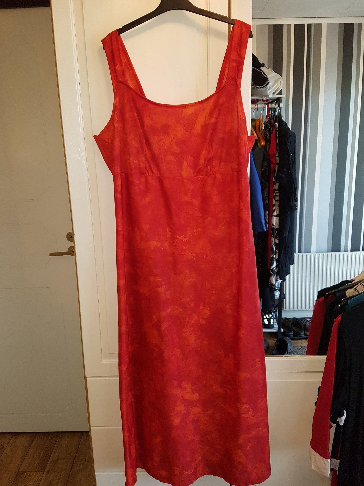 Eldröd lång fest klänning hemma sydd stl 42 44 (404853887