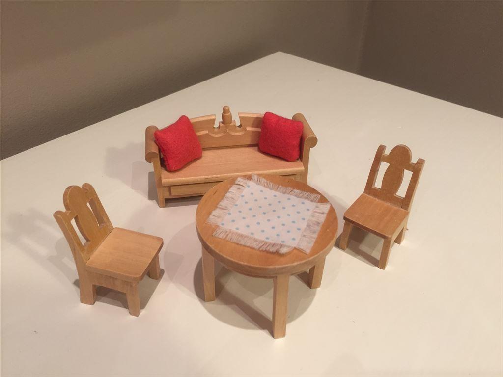 Bord, stolar och soffa i trä för kök dockskåp lundby på tradera.com