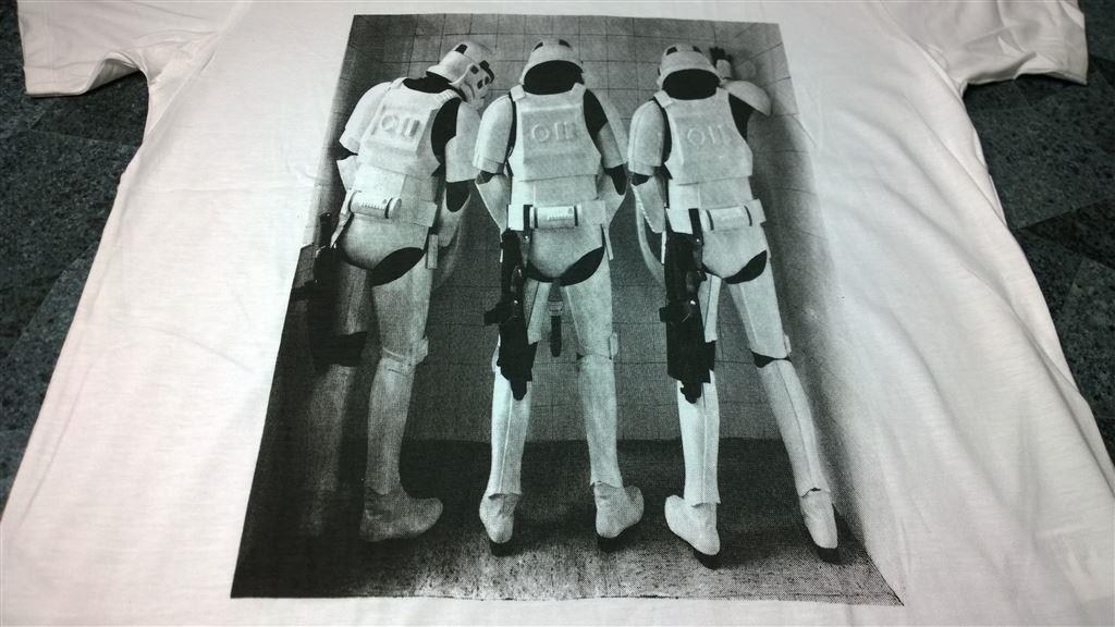 T-Shirt. Vit. Star Wars. Troopers. Bathroom. XL