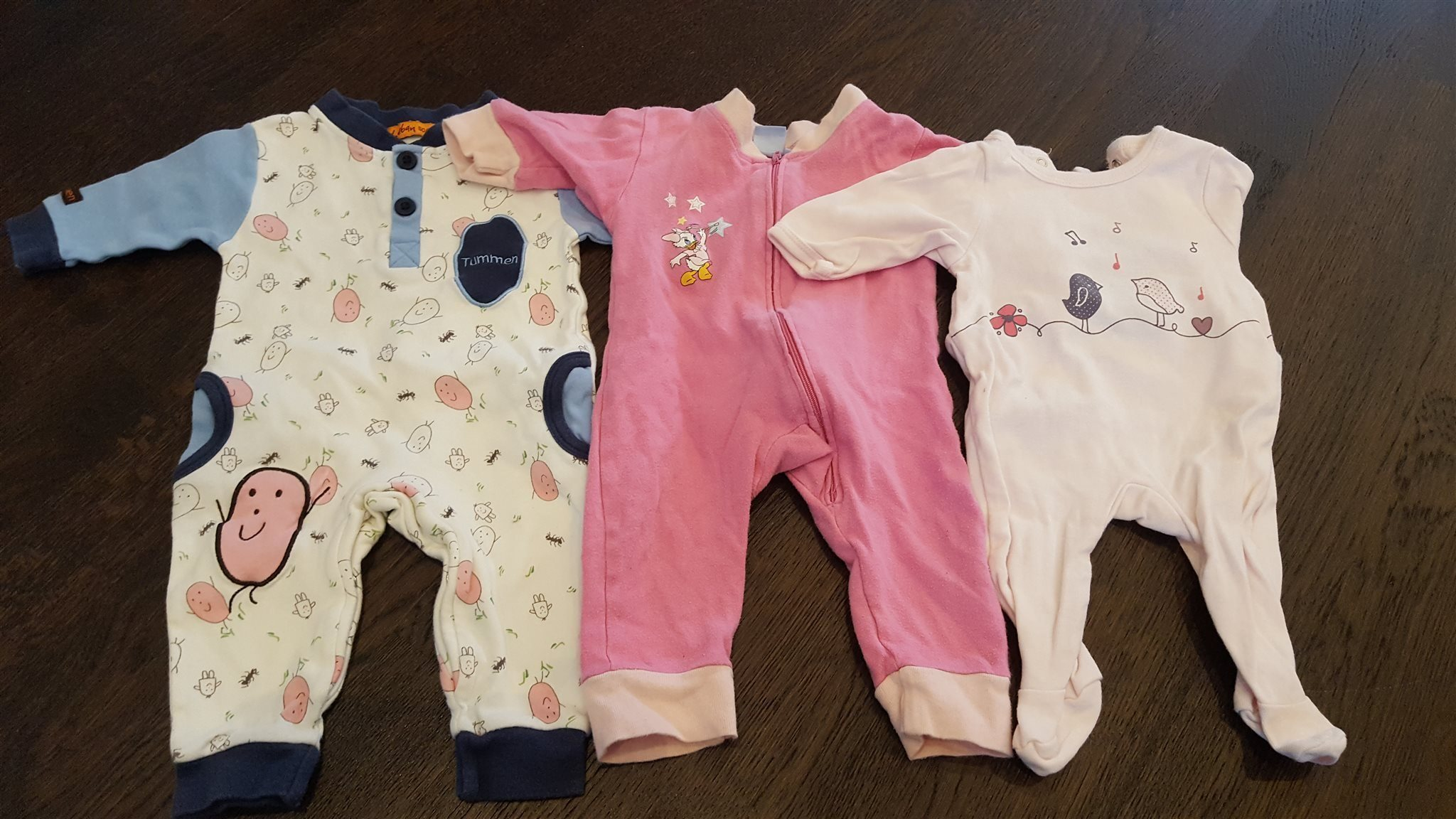 eb9a1a17a245 3 Pyjamasar i storlek 56 (en i storlek 54) (339560587) ᐈ Köp på Tradera