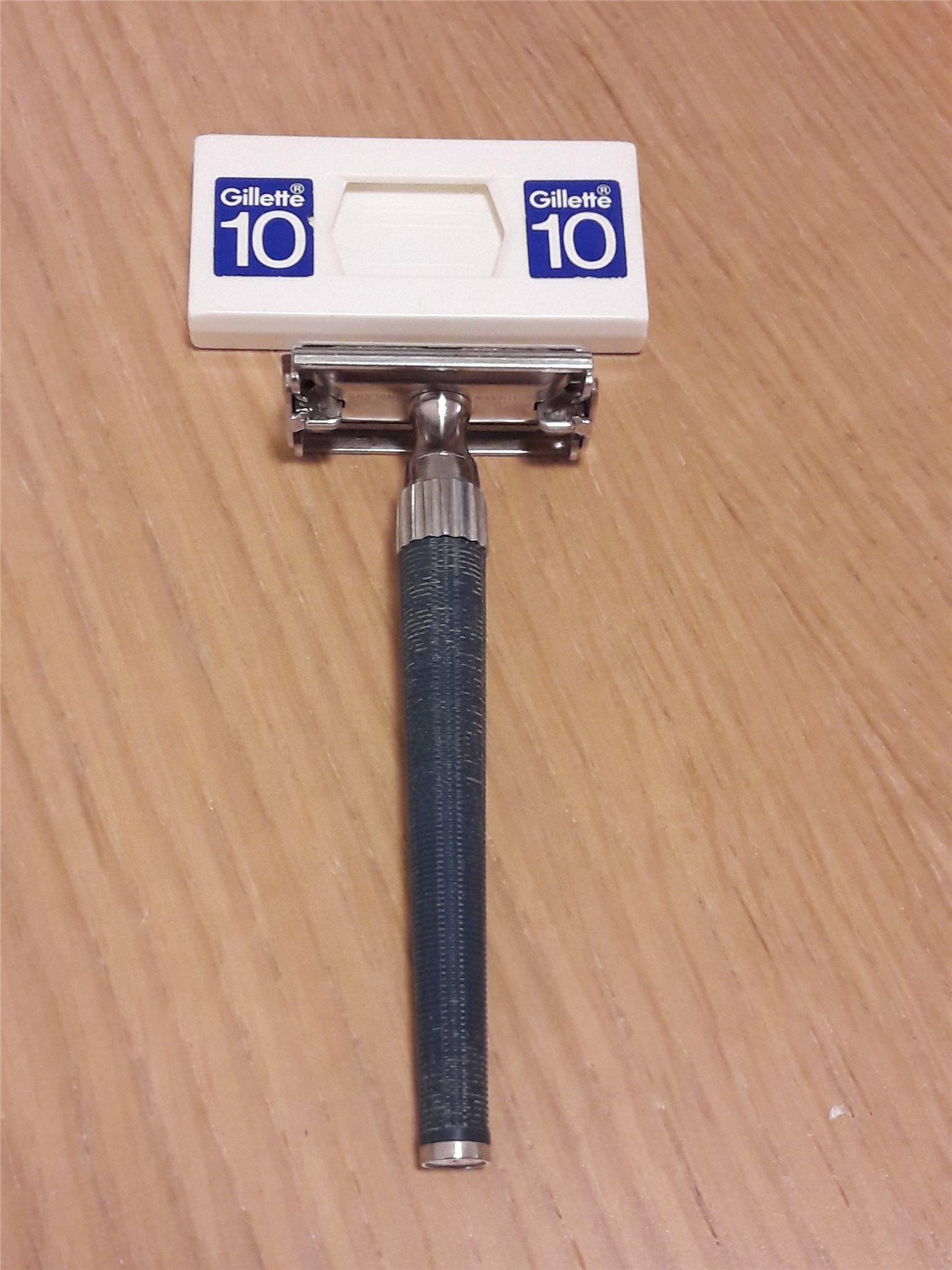 Retro Gillete rakhyvel och rakblad (rakning) Retro Gillete razor and razor  blade e37508347f2c6