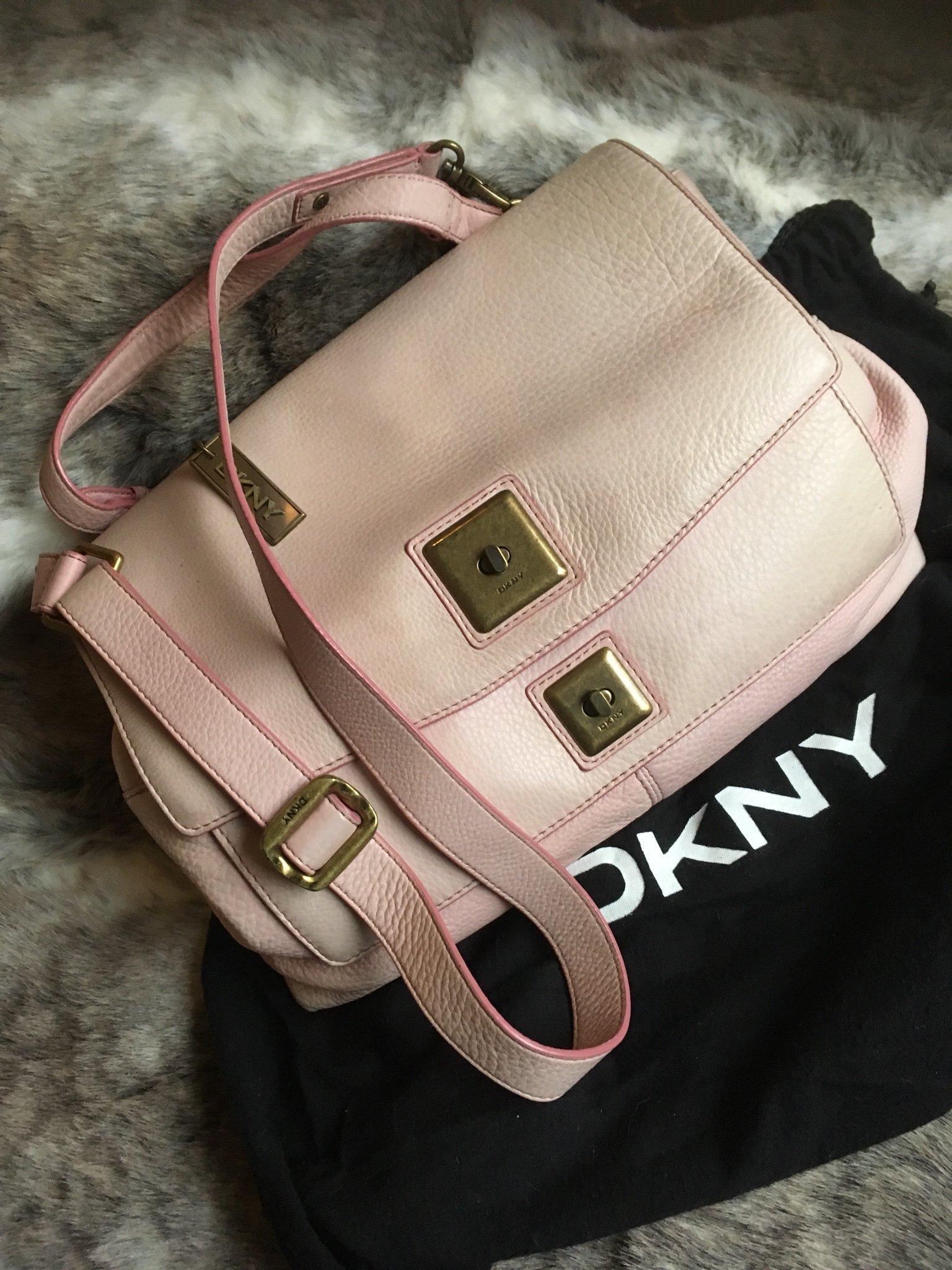 DKNY skinn väska, puderrosa , rymlig väska med många fack! Äkta!