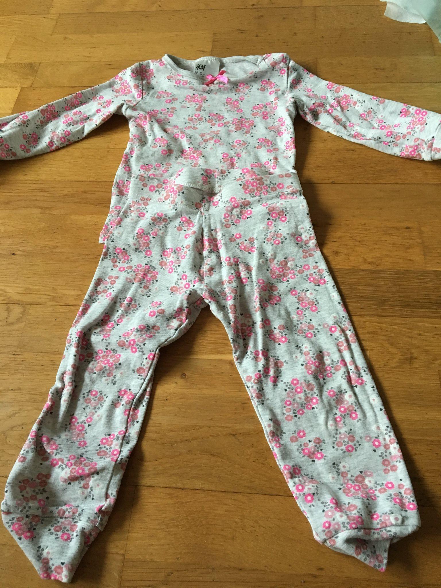 Underbar pyjamas från hm strl 92 (331885358) ᐈ Köp på Tradera 6d1a2d49f7d3e