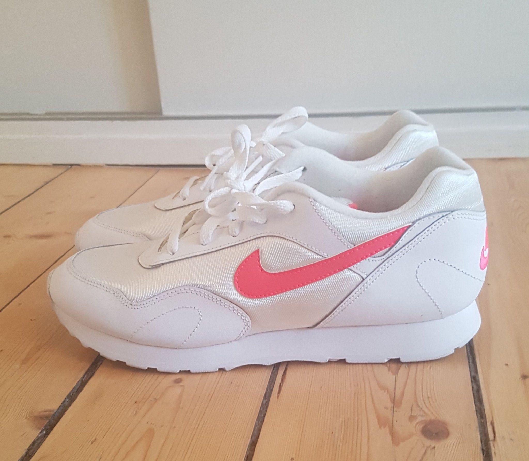 super popular 95c65 f331f Nike skor i superskick storlek 40.5