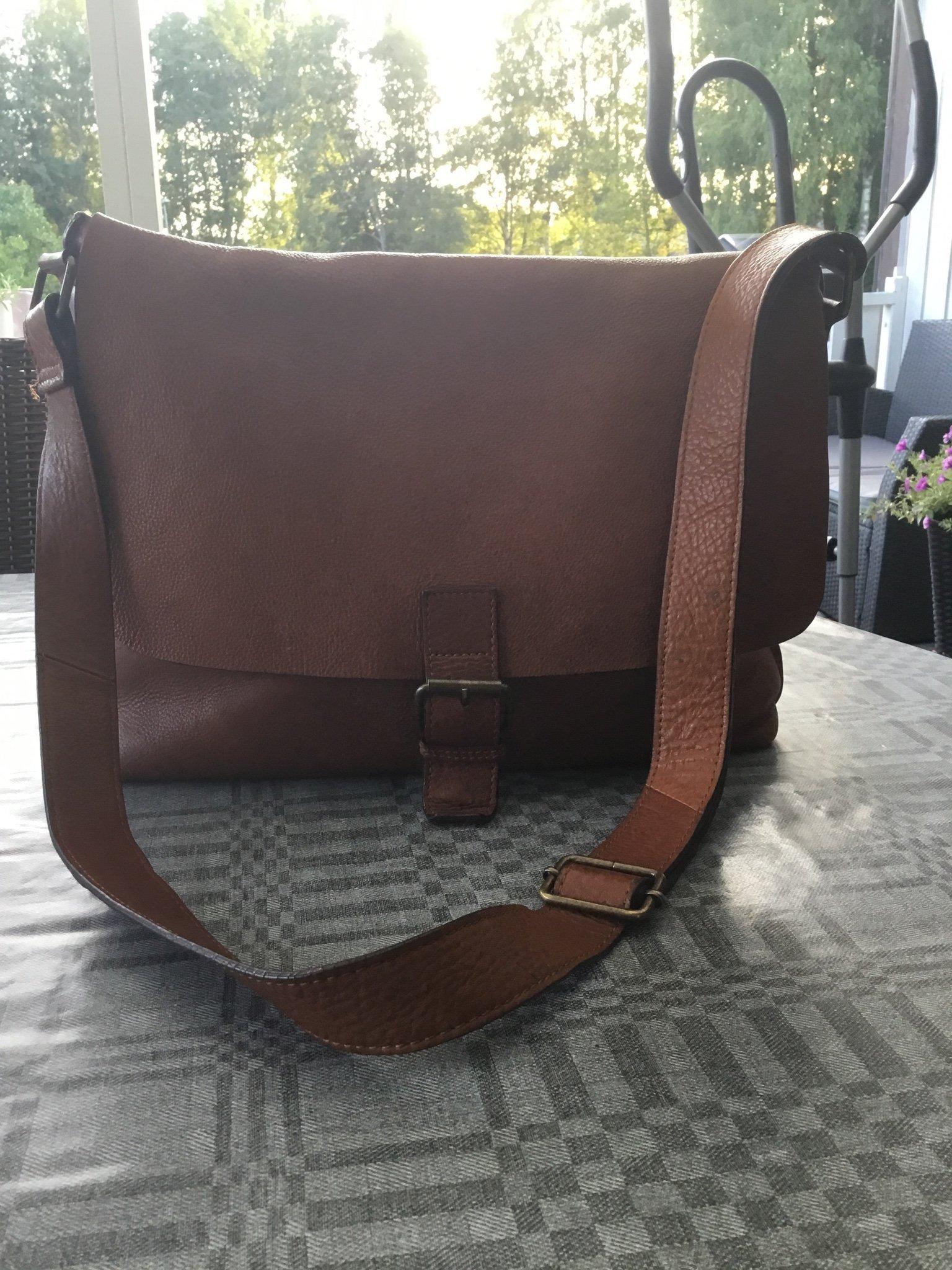Boomerang praktisk skinnet väska