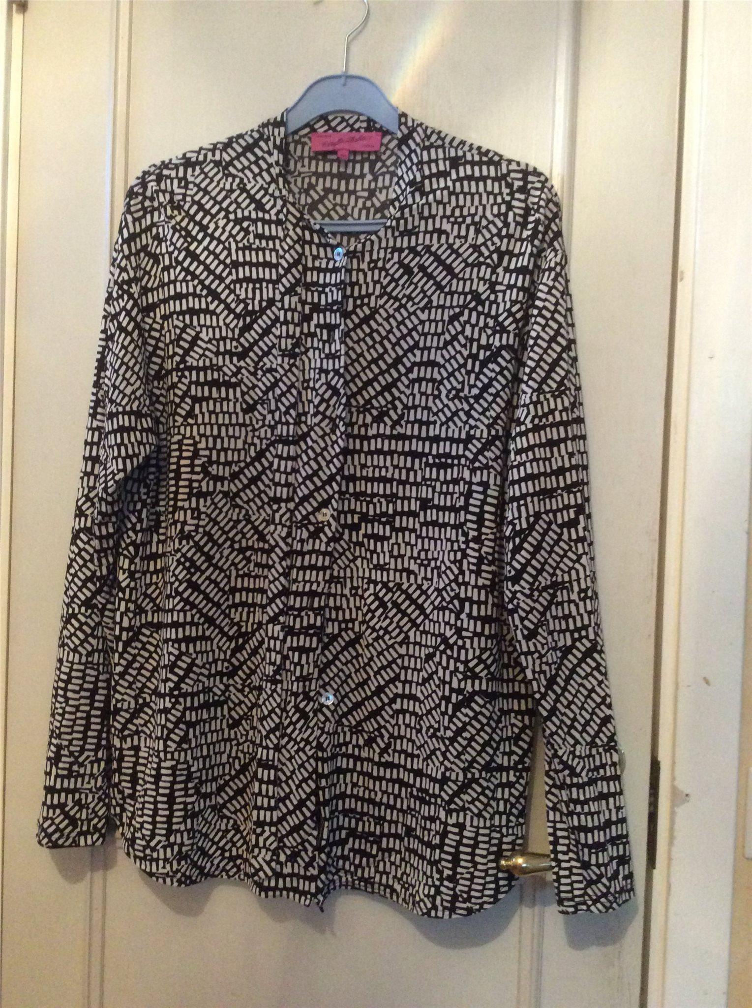 9c4733041425 Svart och vit mönstrad skjorta (344195126) ᐈ Köp på Tradera