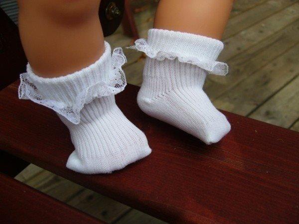 Dockkläder: Vita strumpor med spets passar bla Baby Born Skrållan Baby Annabell