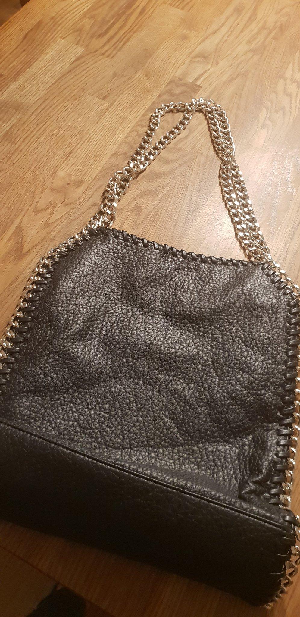 Tiamo Pricilla svart väska ifrån Scorett