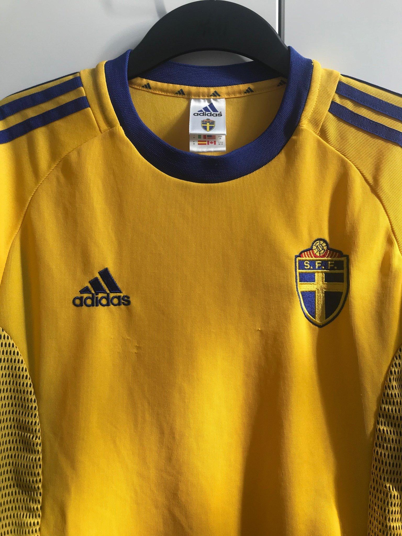 Sverige SVFF matchtröja Adidas fotbollströja (medium)