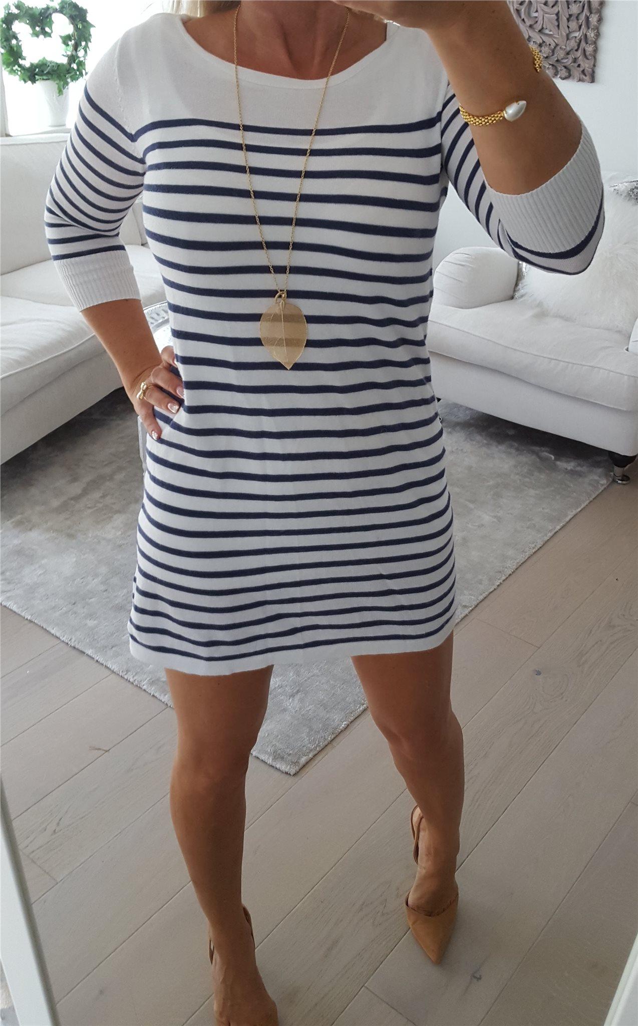 Trendig Söt Sailor Tunika kort klänning vit mörkblå randig Gina Tricot stl. ec2171193add0