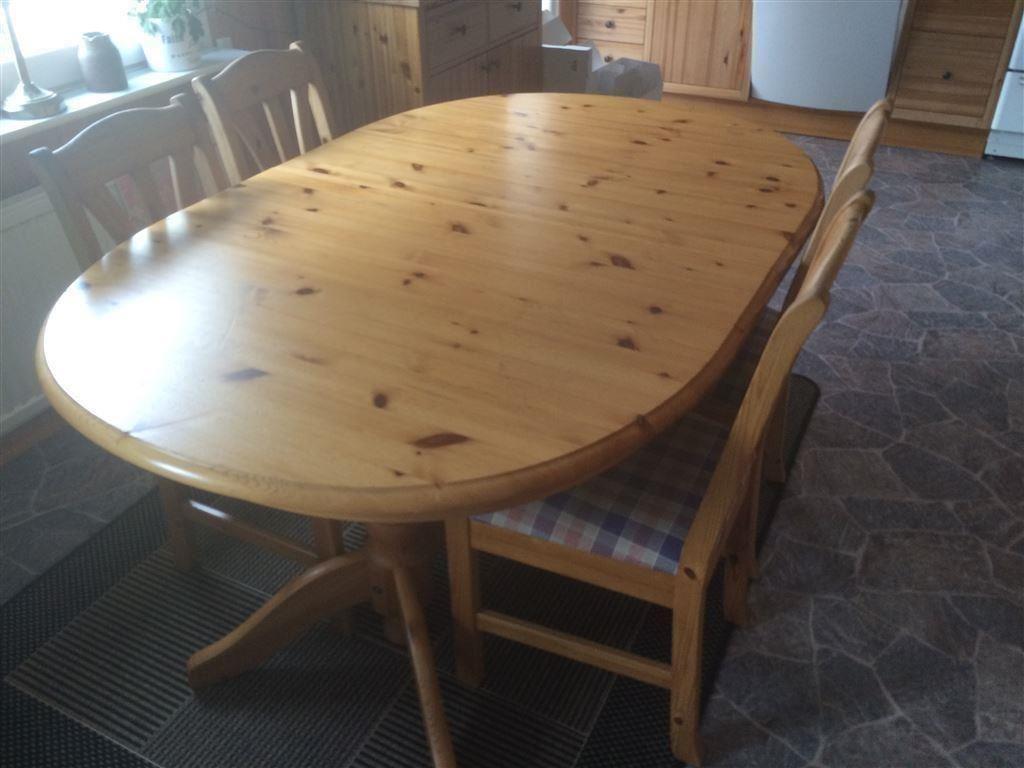 Köksbord med fyra stolar + matta på Tradera.com - Matsalsmöbler ...