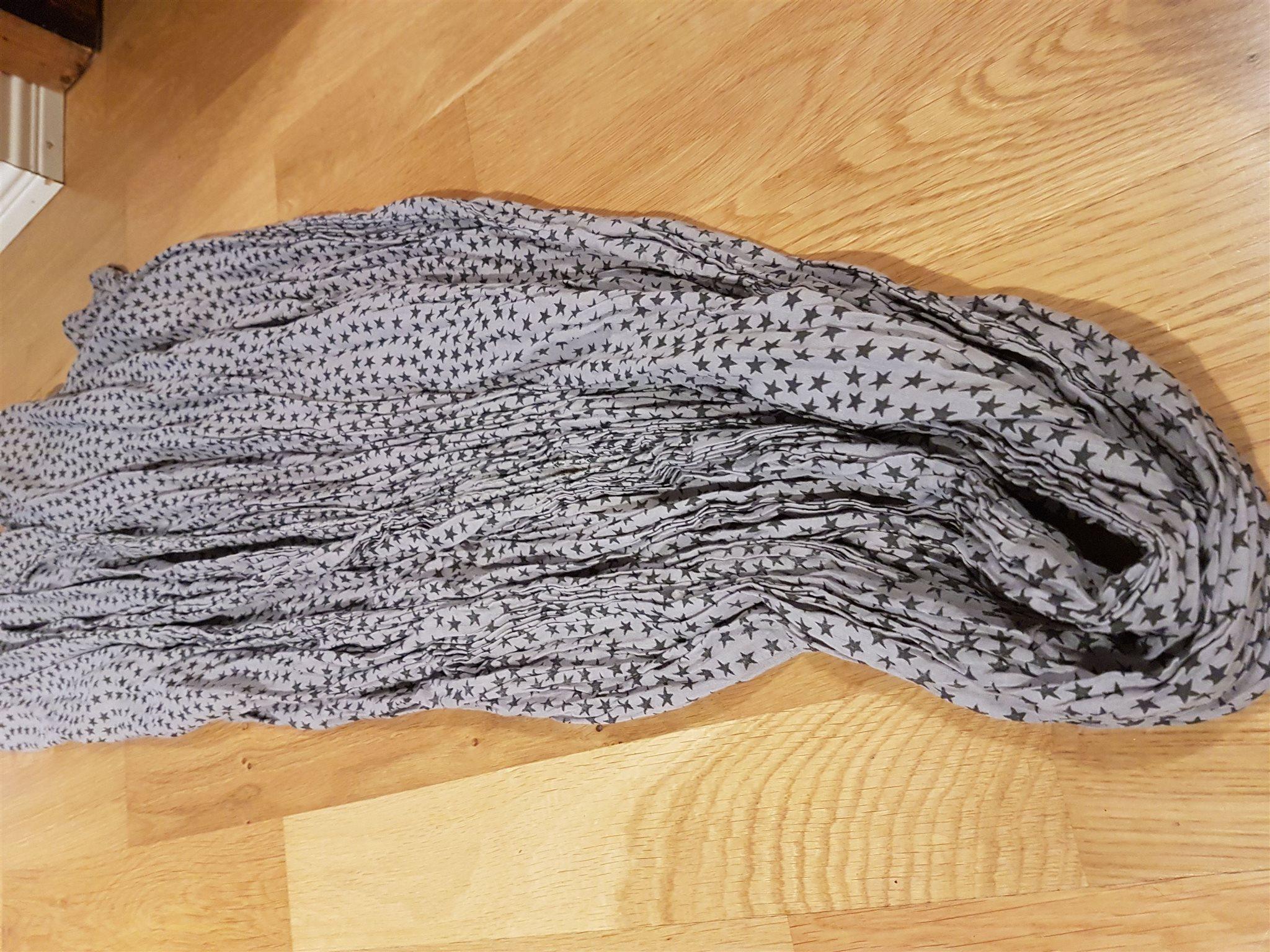 Beck söndergaard sjal halsduk med stjärnor (334255476) ᐈ Köp på Tradera 746e5a1233910